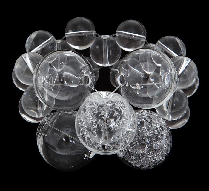 Браслет Ледяные шары. Муранское стекло, ручная работа. Murano, Италия (Венеция)Ш5Браслет Ледяные шары. Муранское стекло, ручная работа. Murano, Италия (Венеция). Диаметр 6 см, браслет эластичный подойдет на любой размер. Сохранность превосходная, изделие новое. Каждое изделие из муранского стекла уникально и может незначительно отличаться от того, что вы видите на фотографии.