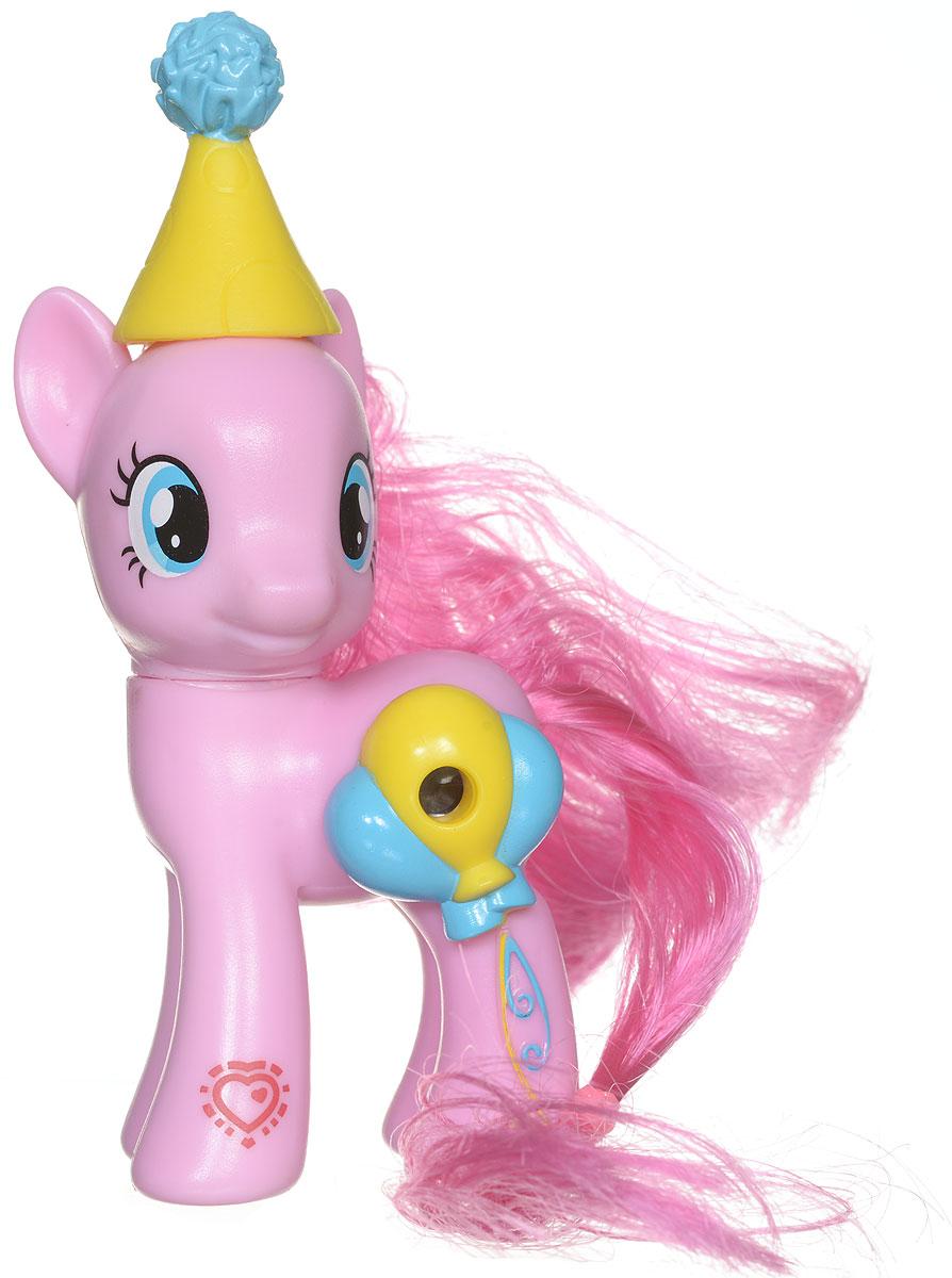 My Little Pony Фигурка Пони Pinkie Pie с волшебной картинкойB5361EU4_B7265My Little Pony Фигурка Пони Pinkie Pie порадует любую девочку! Каждая малышка пони неповторима и отмечена уникальными символами, расположенными на ее ножках. Отличительный знак появляется на пони, когда она понимает, что чем-то отличается от остальных. Голова фигурки поворачивается. Гриву и хвост пони малышка сможет расчесывать и создавать различные прически. В боку пони встроен маленький глазок, посмотрев в который, девочка увидит красивую картинку. В комплекте с фигуркой также идет забавная шапочка. Игры с такой игрушкой способствуют развитию у ребенка фантазии и любознательности, помогут овладеть навыками общения, воспитают чувство ответственности и заботы. Благодаря маленькому размеру фигурки малышка сможет взять ее с собой на прогулку или в гости.