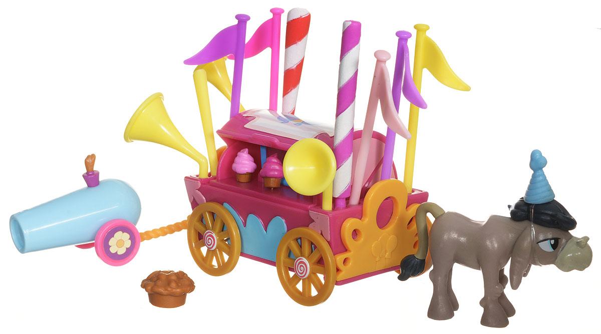 My Little Pony Набор фигурок Приветственный фургонB5567EU4_B3597Коллекционный игровой набор My Little Pony от Hasbro - это настоящее путешествие в один из эпизодов всеми любимого мультсериала Май Литл Пони: Дружба - это чудо!. Набор Приветственный фургон знакомит с самым необычным персонажем города Понивиль - ослом по имени Кренки Дудл. Этот герой сначала сторонился общения с пони, но потом стал им верным другом и смог собрать буквально весь город на своем празднике. В наборе редкая коллекционная фигурка Кренки Дудла представлена вместе с праздничным фургоном, который предназначен для вечеринок. Это не просто тележка со сладостями, но еще и склад флагов, труб и разноцветных шестов. А еще в наборе есть пушка с конфетти. С таким арсеналом осел Кренки Дудл развеселит даже самую угрюмую пони. Каждый из таких коллекционных наборов посвящен определенному месту или событию из мультфильма. В нем имеется не только фигурка главного персонажа, но и игровые аксессуары, которые помогают воссоздать в игре то, что было показано в мультфильме, а...