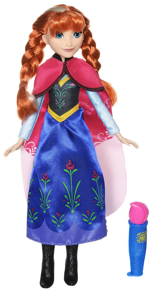 Disney Frozen Кукла Анна в волшебном плащеB6699EU4_B6701Кукла Disney Frozen Анна в волшебном плаще изготовлена из качественных материалов. Одета героиня в очень стильный и яркий наряд. Однако именно в одеянии куклы кроется тайна. Платье Анны напоминает то, в котором мы видели героиню в мультфильме Холодное сердце: темно-синий подол, украшенный цветочным узором, черный обтягивающий верх с золотистыми дополнениями и бирюзовые рукава. На плечи куклы накинут плащ темно-розового цвета, однако его нижняя часть имеет более светлый оттенок. В комплект с куклой входит необычный аксессуар в виде кисти. В этот аксессуар наливается вода. Как только вы коснетесь кистью до плаща, на нем проявятся яркие рисунки с изображением Эльзы и Кристофа - любимых людей диснеевской принцессы Анны. У куклы подвижные ручки и ножки, поэтому вы сможете играть с ней, придумывая различные сюжеты, включая свою фантазию.