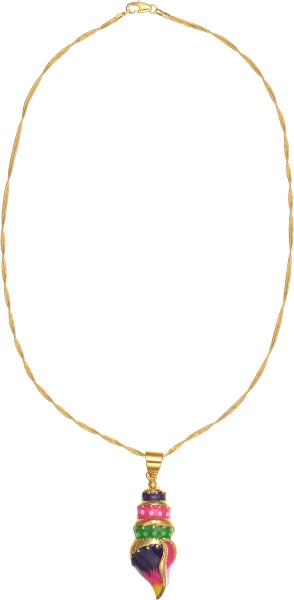 Колье Arabesca. 1008433110084331Оригинальное колье Arabesca, выполненное из металла с гальваническим покрытием золотом, оформлено подвеской в виде морской раковины. Подвеска покрыта цветной эмалью. Колье придаст вашему образу изюминку, подчеркнет красоту и изящество вечернего платья или преобразит повседневный наряд. Такое колье позволит вам с легкостью воплотить самую смелую фантазию и создать собственный, неповторимый образ. Характеристики: Материал: металл, эмаль. Покрытие: гальваническая позолота. Длина цепочки: 27 см. Размер подвески: 5,5 см х 1,7 см х 1 см. Артикул: 10084331.