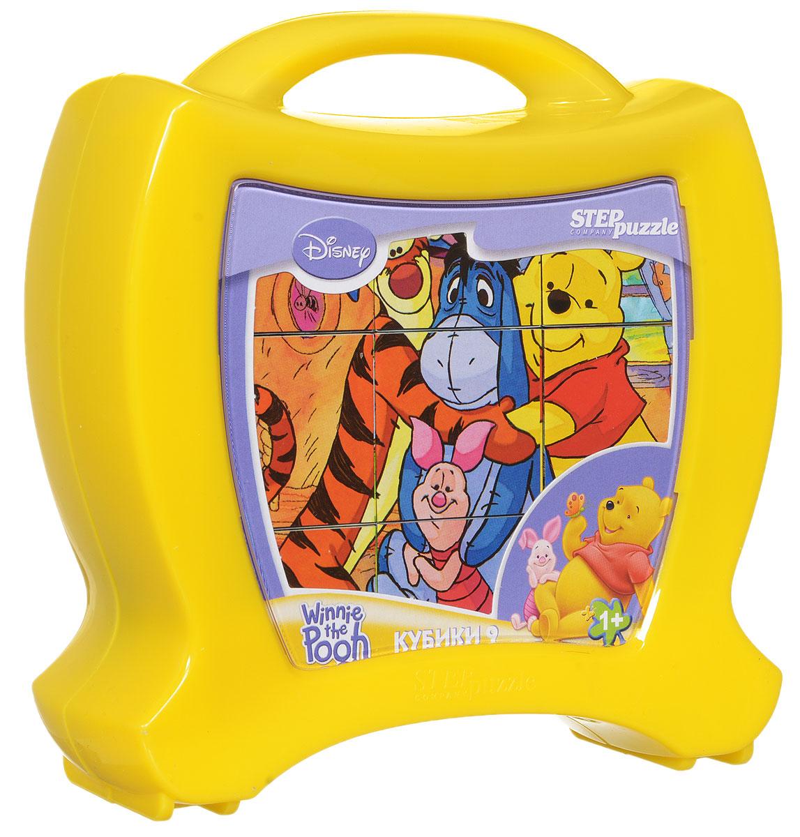 Step Puzzle Кубики Медвежонок Винни в чемоданчике87125С помощью кубиков Step Puzzle Медвежонок Винни ребенок сможет собрать целых шесть красочных картинок с любимыми героями мультфильма про Винни Пуха и его друзей. Игра с кубиками развивает зрительное восприятие, наблюдательность, мелкую моторику рук и произвольные движения. Ребенок научится складывать целостный образ из частей, определять недостающие детали изображения. Это прекрасный комплект для развлечения и времяпрепровождения с пользой для малыша.