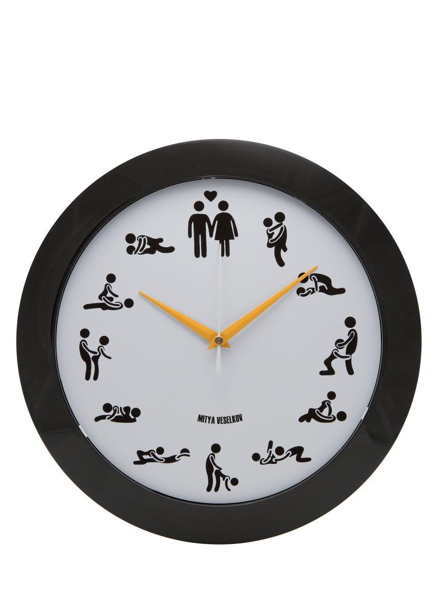 Часы настенные Mitya Veselkov Камасутра на белом, цвет: черный, белый. MVC.NAST-013MVC.NAST-013Настенные часы Mitya Veselkov Подсолнухи из серии MVC станут отличным украшением вашего дома или офиса. Часы имеют три стрелки - часовую, минутную и секундную. Часы изготовлены из качественного легкого пластика. Циферблат часов также закрыт пластиком. В случае падения часов со стены, данный материал гораздо безопаснее увесистых стекла и стали. На задней панели часы снабжены удобным отверстием для подвески на стену. Диаметр часов: 30 см. В часах установлен кварцевый механизм.