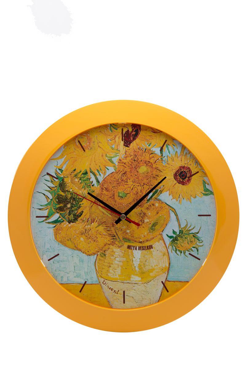 Часы настенные Mitya Veselkov Подсолнухи, цвет: желтый. MVC.NAST-020MVC.NAST-020Настенные часы Mitya Veselkov Подсолнухи из серии MVC станут отличным украшением вашего дома, офиса или детской комнаты. Часы имеют три стрелки - часовую, минутную и секундную. Часы изготовлены из качественного легкого пластика. Циферблат часов также закрыт пластиком. В случае падения часов со стены, данный материал гораздо безопаснее увесистых стекла и стали. На задней панели часы снабжены удобным отверстием для подвески на стену. Диаметр часов: 30 см. В часах установлен кварцевый механизм.