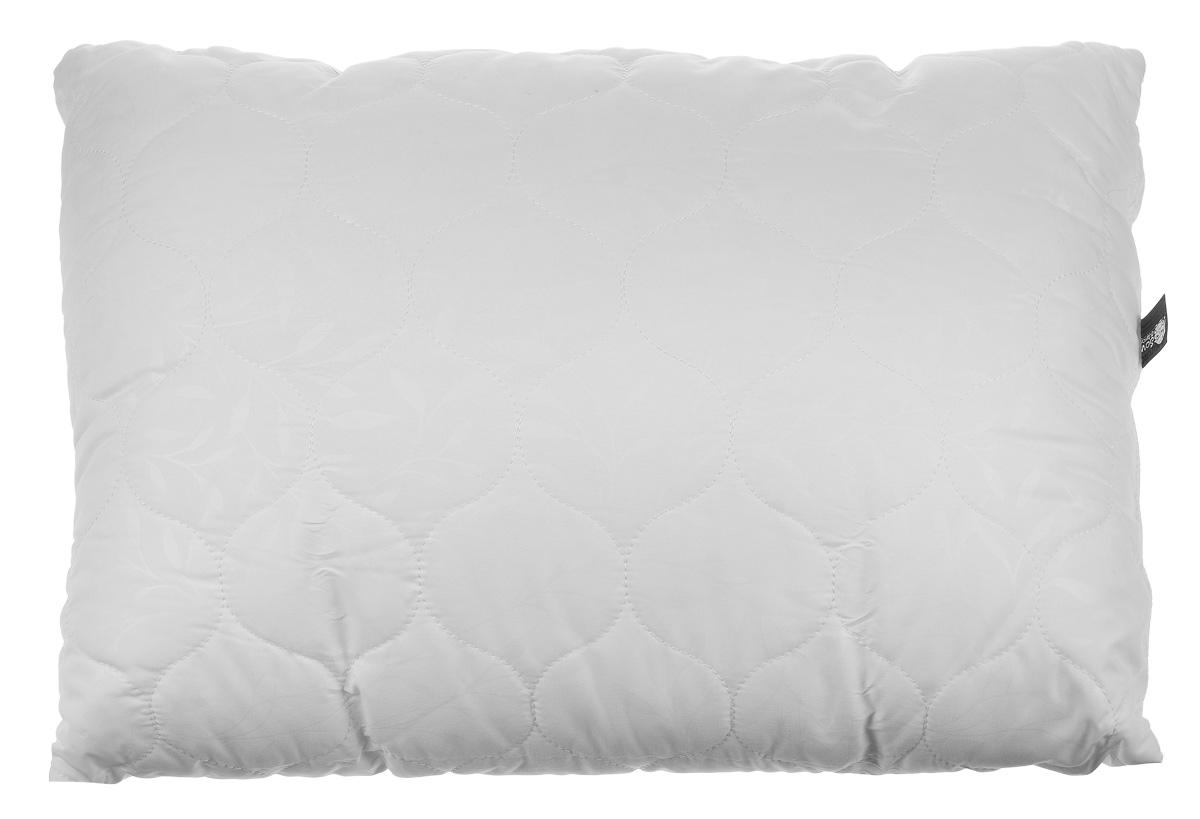 Подушка Sova & Javoronok, наполнитель: эвкалипт, цвет: белый, 50 х 70 см4030116688Чехол подушки Sova & Javoronok выполнен из высококачественной микрофибры (100% полиэстер). Наполнитель подушки изготовлен из 10% эвкалипта и 90% полиэфирного волокна. Стежка надежно удерживает наполнитель внутри и не позволяет ему скатываться. Эвкалиптовое волокно - уникальный по своим свойствам материал. Он обеспечивает хорошую терморегуляцию, обладает воздухонепроницаемостью и гигроскопичностью, он ультрамягкий, натуральный и долговечный. Кроме того, эвкалиптовое волокно не создает благоприятной среды для развития патогенной микрофлоры, поэтому в нем не размножаются микробы и бактерии. Это свойство хорошо влияет на здоровье и самочувствие людей. Изделия с таким наполнителем быстро высыхают и надолго сохраняют объем и форму, причем это свойство не теряется даже после многочисленных стирок. Рекомендации по уходу: - Стирка запрещена. - Не отбеливать, не использовать хлоросодержащие моющие средства и стиральные порошки с отбеливателями. ...