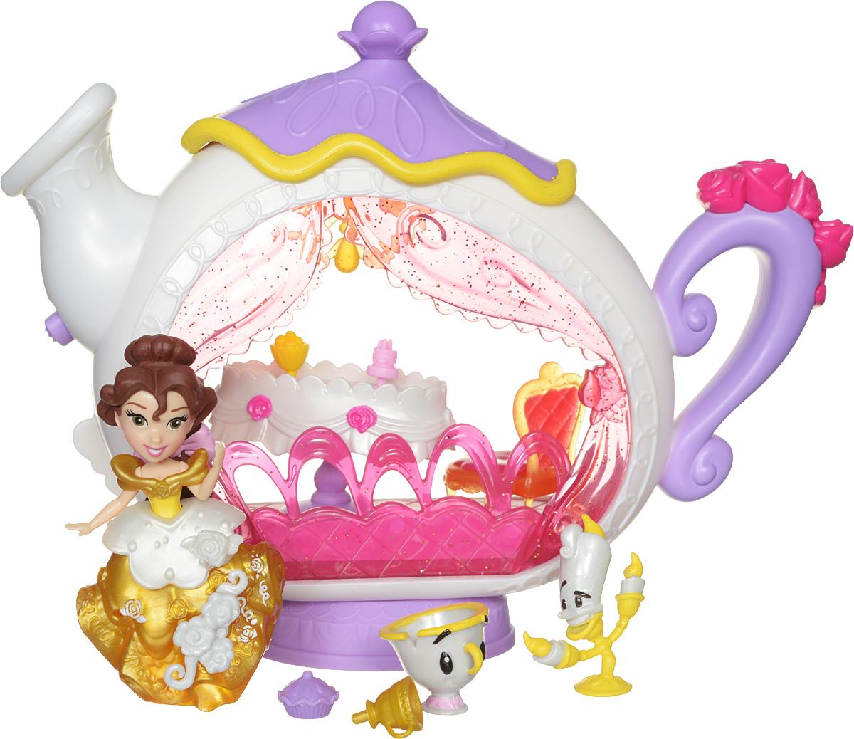 Disney Princess Игровой набор с мини-куклой Белль и заколдованная столоваяB5346EU4_B5344Игровой набор Disney Princess Белль и заколдованная столовая придется по душе каждой маленькой принцессе. У куколки длинные темные волосы, она одета в пластиковое платье золотого цвета. Пышное платье украшено оборками и декоративными элементами. Хозяйка куклы сможет добавить к ним еще несколько - в комплект входят аксессуары, которые можно прикреплять к платью мини-куклы. Для этого в наряде имеются небольшие отверстия, в которые они вставляются. Эти отверстия не бросаются в глаза, даже когда украшений нет, поэтому наличие украшений на подоле будет зависеть только от настроения хозяйки. Мини-кукла Белль выглядит просто очаровательно. Она совсем небольшая по размеру, однако, тщательно проработана. В наборе с куклой имеется ярко оформленный чайник-столовая и разные аксессуары для чаепития. В столовую можно поставить праздничный столик со столовыми приборами кресло для принцессы. Кукла выполнена из прочного и безопасного пластика. Ваша малышка часами...