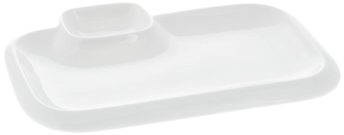Блюдо Wilmax, прямоугольное, с соусником, 25,5 х 15 смWL-992574 / AБлюдо Wilmax прямоугольной формы изготовлено из высококачественного фарфора с глазурованным покрытием. Материал легкий, тонкий, свет без труда проникает сквозь изделие. Посуда имеет роскошную белизну, гладкость и блеск достигаются за счет особой рецептуры глазури. Изделие обладает низкой водопоглощаемостью, высокой термостойкостью и ударопрочностью, а также экологичностью. Посуда долговечна и рассчитана на постоянное интенсивное использование. Гладкая непористая поверхность исключает проникновение бактерий, изделие не будет впитывать посторонние запахи и сохранит первоначальный цвет. Такое блюдо прекрасно подойдет для подачи различных блюд, например, закусок, нарезок, сладостей. Для соуса предусмотрен специальный соусник. Такое блюдо украсит ваш праздничный или обеденный стол, а оригинальный дизайн придется по вкусу и ценителям классики, и тем, кто предпочитает утонченность и изысканность. Можно мыть в посудомоечной машине и...