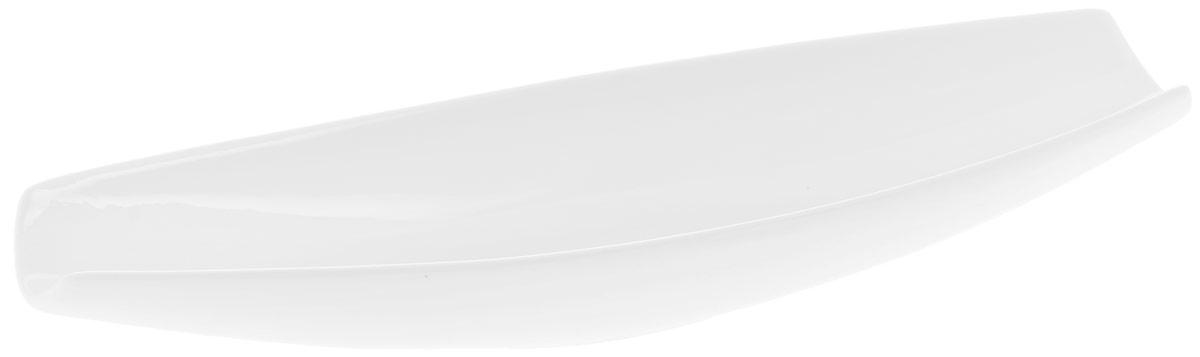Блюдо Wilmax, 33 х 10 смWL-992634 / AБлюдо Wilmax изготовлено из высококачественного фарфора с глазурованным покрытием. Материал легкий, тонкий, свет без труда проникает сквозь изделие. Посуда имеет роскошную белизну, гладкость и блеск достигаются за счет особой рецептуры глазури. Изделие обладает низкой водопоглощаемостью, высокой термостойкостью и ударопрочностью, а также экологичностью. Посуда долговечна и рассчитана на постоянное интенсивное использование. Гладкая непористая поверхность исключает проникновение бактерий, изделие не будет впитывать посторонние запахи и сохранит первоначальный цвет. Блюдо имеет оригинальный дизайн в форме лодки, прекрасно подойдет для подачи различных закусок, нарезок, сладостей, фруктов. Такое блюдо украсит ваш праздничный или обеденный стол, а оригинальный дизайн придется по вкусу и ценителям классики, и тем, кто предпочитает утонченность и изысканность. Можно мыть в посудомоечной машине и использовать в микроволновой печи.