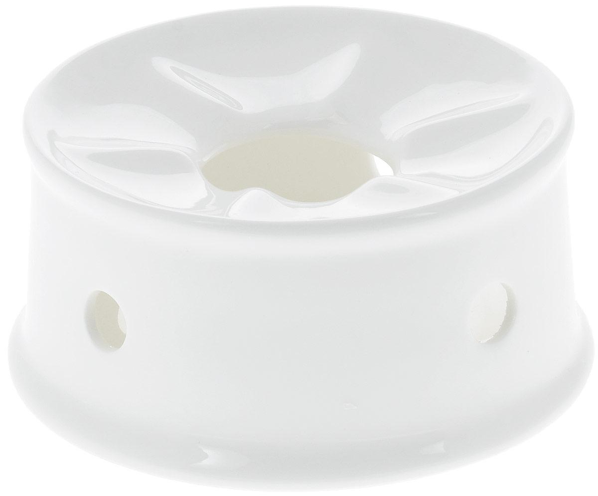 Подставка для подогрева Wilmax, диаметр 13 смWL-996006 / AПодставка для подогрева Wilmax изготовлена из высококачественного глазурованного фарфора. Материал легкий, тонкий, свет без труда проникает сквозь изделие. Подставка имеет роскошную белизну, гладкость и блеск достигаются за счет особой рецептуры глазури. Изделие обладает низкой водопоглощаемостью, высокой термостойкостью и ударопрочностью, а также экологичностью. Гладкая непористая поверхность исключает проникновение бактерий, изделие не будет впитывать посторонние запахи и сохранит первоначальный цвет. Такая подставка используется для подогрева пищи. Для этого в центр ставится чайная свеча, а сверху - блюдо с пищей. Еще такие подставки часто используются для фондю. Подставка для подогрева Wilmax стильно дополнит сервировку стола и станет его украшением. Можно мыть в посудомоечной машине и использовать в микроволновой печи. Диаметр (по верхнему краю): 13 см. Высота: 6,5 см.