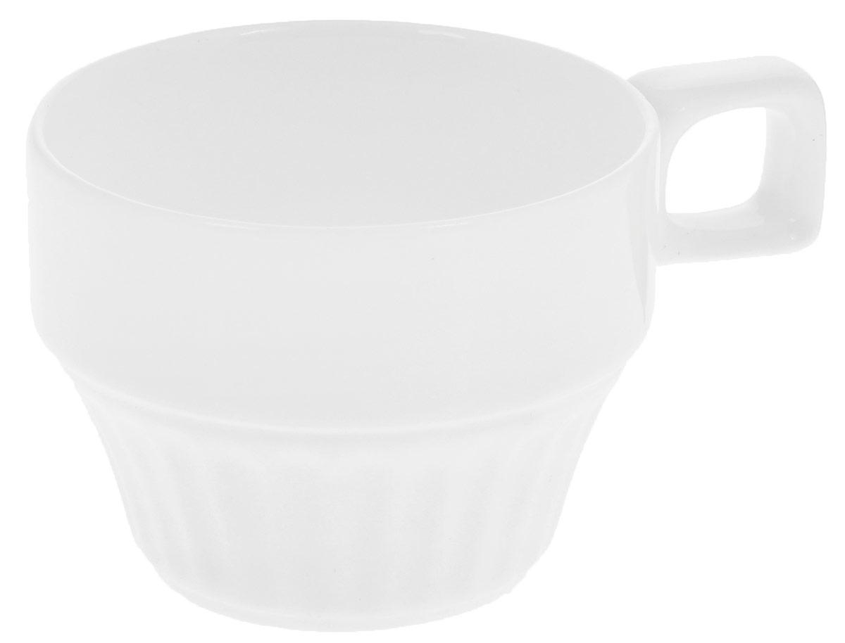 Чашка чайная Wilmax, штабелируемая, 180 мл. WL-993051 / AWL-993051 / AЧайная чашка Wilmax изготовлена из высококачественного фарфора, покрытого глазурью, и оформлена рельефом. Материал легкий, тонкий, свет без труда проникает сквозь изделие. Посуда имеет роскошную белизну, гладкость и блеск достигаются за счет особой рецептуры глазури. Изделие обладает низкой водопоглощаемостью, высокой термостойкостью и ударопрочностью, а также экологичностью. Посуда долговечна и рассчитана на постоянное интенсивное использование. Гладкая непористая поверхность исключает проникновение бактерий, изделие не будет впитывать посторонние запахи и сохранит первоначальный цвет. Чашка штабелируемая, то есть несколько чашек легко вставляются друг в друга, что экономит место при хранении. Такая чашка пригодится в любом хозяйстве, она функциональная, практичная и легкая в уходе. Диаметр (по верхнему краю): 7,5 см. Высота стенки: 6 см.