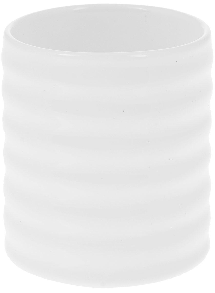 Кружка Wilmax, 200 мл. WL-993019 / AWL-993019 / AКружка Wilmax изготовлена из высококачественного фарфора, покрытого глазурью, и оформлена рельефом. Материал легкий, тонкий, свет без труда проникает сквозь изделие. Посуда имеет роскошную белизну, гладкость и блеск достигаются за счет особой рецептуры глазури. Изделие обладает низкой водопоглощаемостью, высокой термостойкостью и ударопрочностью, а также экологичностью. Посуда долговечна и рассчитана на постоянное интенсивное использование. Гладкая непористая поверхность исключает проникновение бактерий, изделие не будет впитывать посторонние запахи и сохранит первоначальный цвет. Такая кружка пригодится в любом хозяйстве, она функциональная, практичная и легкая в уходе. Диаметр (по верхнему краю): 7 см. Высота стенки: 8,5 см.