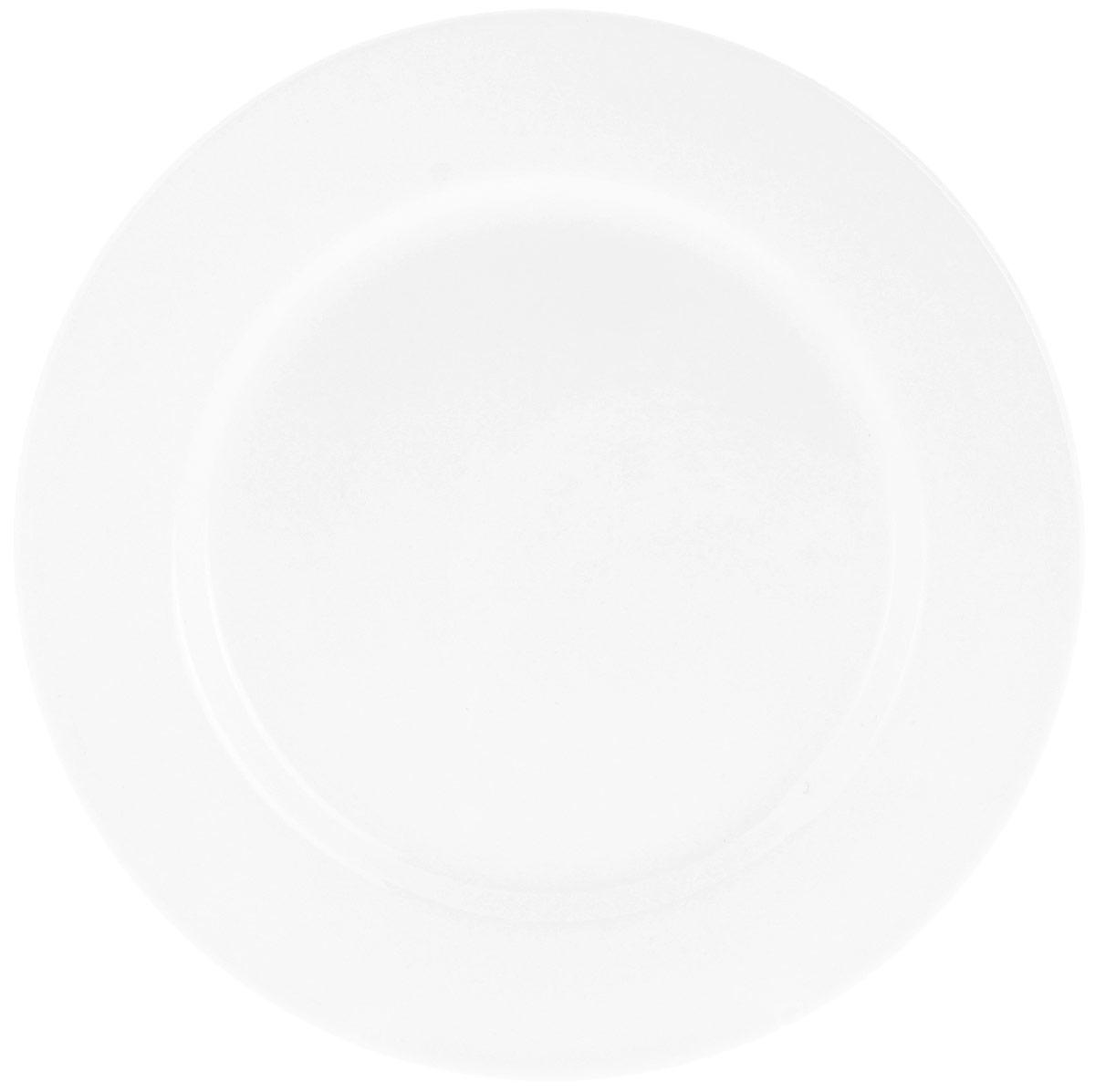 Тарелка обеденная Wilmax Professional, диаметр 23 смWL-991179 / AТарелка обеденная Wilmax Professional изготовлена из высококачественного фарфора. Фарфор легкий, тонкий, свет без труда проникает сквозь изделие. Тарелка имеет роскошную белизну, гладкость и блеск достигаются за счет особой рецептуры глазури. Изделие обладает низкой водопоглощаемостью, высокой термостойкостью и ударопрочностью, а также экологичностью. Посуда долговечна и рассчитана на постоянное интенсивное использование. Тарелка обладает абсолютно гладкой и непористой поверхностью, что исключает проникновение бактерий, поверхность такой тарелки не будет впитывать посторонние запахи и сохранит первоначальный цвет. Повышенная прочность фарфора и абсолютная стойкость белого цвета позволят вам дольше наслаждаться прекрасным видом любимой посуды. Тарелки серии Professional имеют уникальные утолщенные края, что дает возможность выгодно представить подаваемое блюдо, концентрируя внимание на центре тарелки. Кроме того, утолщенный край придает...