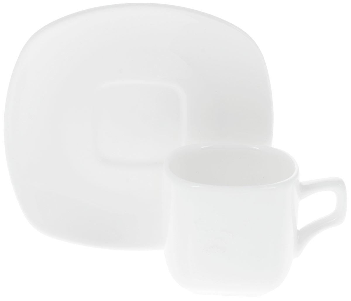 Кофейная пара Wilmax, 2 предмета. WL-993041 / ABWL-993041 / ABКофейная пара Wilmax состоит из кофейной чашки и квадратного блюдца, изготовленных из высококачественного глазурованного фарфора. Материал легкий, тонкий, свет без труда проникает сквозь изделия. Посуда имеет роскошную белизну, гладкость и блеск достигаются за счет особой рецептуры глазури. Изделия обладают низкой водопоглощаемостью, высокой термостойкостью и ударопрочностью, а также экологичностью. Посуда долговечна и рассчитана на постоянное интенсивное использование. Гладкая непористая поверхность исключает проникновение бактерий, изделия не будут впитывать посторонние запахи и сохранят первоначальный цвет. Кофейная пара Wilmax - это функциональная, практичная и легкая в уходе посуда. Классический лаконичный дизайн дополнит сервировку вашего стола. Можно мыть в посудомоечной машине и использовать в микроволновой печи. Объем чашки: 90 мл. Размер чашки (по верхнему краю): 5,5 х 5,5 см. Высота стенки чашки: 5 см. ...