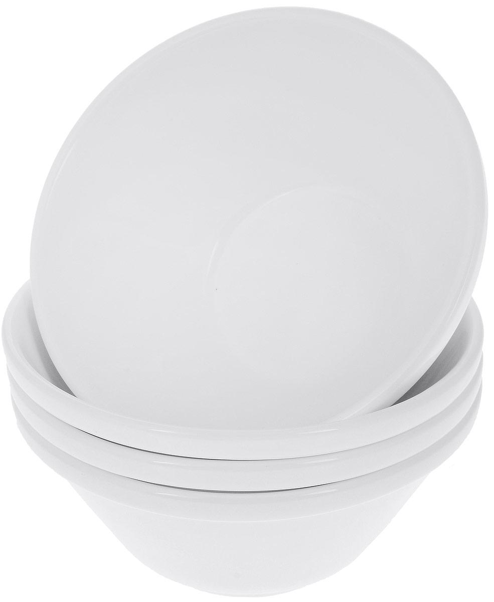 Набор салатников Wilmax, диаметр 15 см, 4 штWL-992665 / 4CНабор Wilmax состоит из 4 круглых салатников, выполненных из высококачественного фарфора. Глазурованное покрытие обеспечивает легкую очистку. Белизна и прочность материала достигаются благодаря добавлению в состав фарфора магния и алюминия, а гладкость и роскошный блеск - результат особой рецептуры глазури. Изделия обладают низкой водопоглощаемостью, высокой термостойкостью, а также экологичностью и долговечностью. Салатники отлично подходят для сервировки закусок, соусов, салатов. Легко штабелируются, что позволяет складывать салатники друг в друга и экономить место при хранении. Салатники практичны, функциональны и имеют лаконичный классический дизайн. Такой набор салатников станет отличным приобретением для вашей кухни. Можно мыть в посудомоечной машине и использовать в микроволновой печи. Диаметр салатника (по верхнему краю): 15 см. Высота салатника: 7 см.