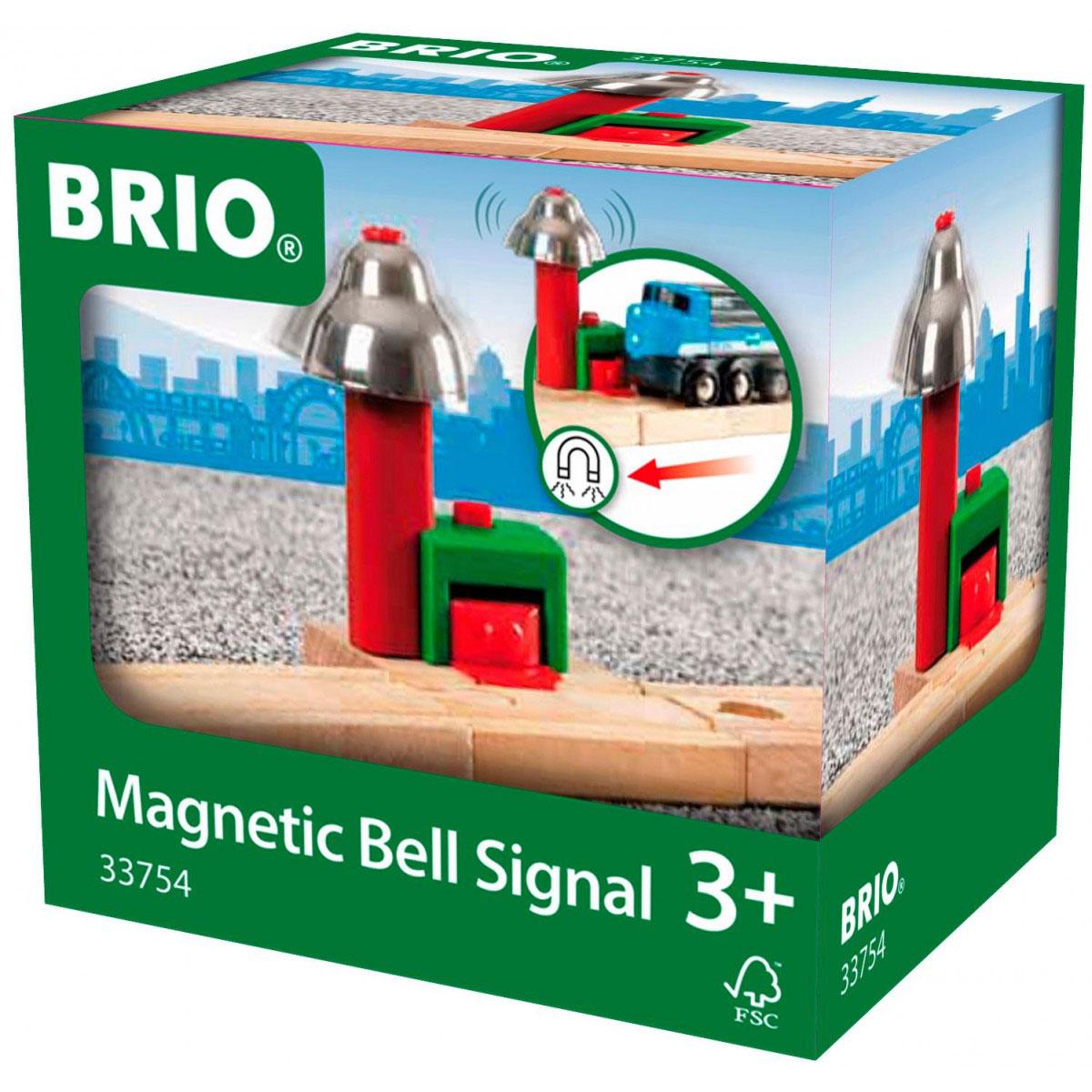 Brio Сигнальный колокольчик33754Дополнительный элемент для развития железной дороги Сигнальный колокольчик предназначен для машинок и паровозиков Brio. Элемент представляет собой часть железной дороги со столбом, на котором установлен железный колокол. Когда поезда и машинки проезжают мимо, колокол издает мелодичный звук. Железные дороги позволяют ребенку не только получать удовольствие от игры, но и развивать пространственное воображение, мелкую моторику и координацию движений. Набор совместим со всеми железными дорогами и паровозиками Brio. Ваш малыш часами будет играть с набором, придумывая разные истории. Машинки и паровозики в комплект не входят.