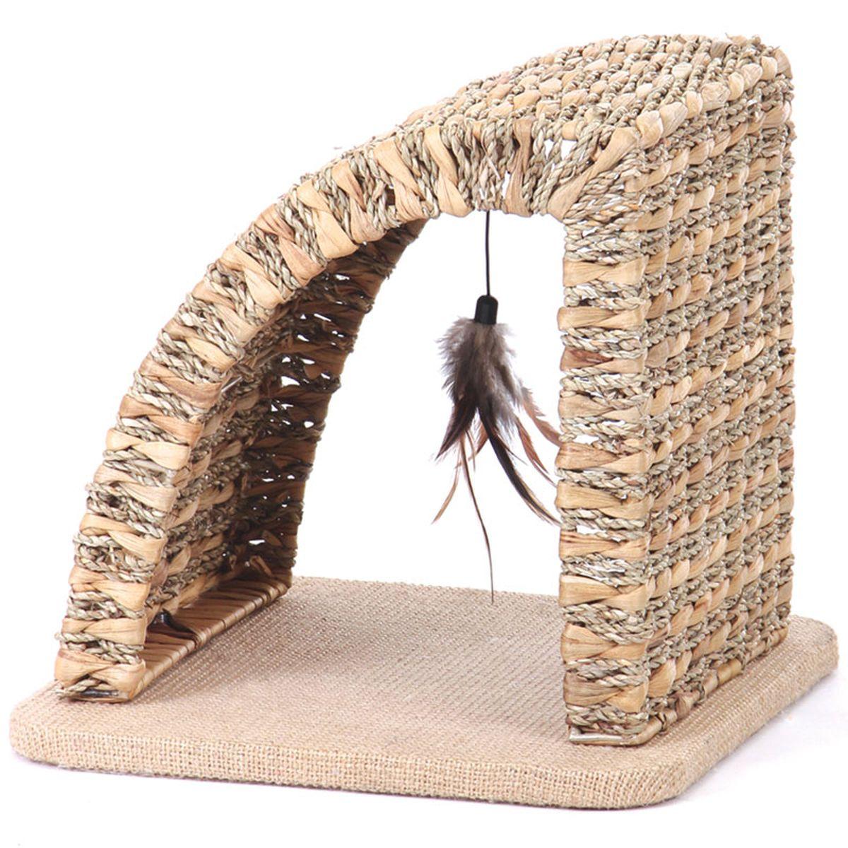 Когтеточка Triol Арка, 35 х 35 х 32 смCT26Коллекция изделий для животных Triol Eco - это лучшие товары из натуральных природных материалов для Ваших питомцев. Triol Eco - это экологичность, безопасность, лаконичный стиль. Радость для Ваших маленьких друзей и украшение дома для Вас. Когтеточка - незаменимая вещь для сохранности мебели в квартире и удовлетворения естественных потребностей кошки. Когтеточка для кошек Triol выполнена из природного экологического материала, арочная форма позволит киске вытянуться во весь рост, чтобы поточить коготки. Для дополнительной привлекательности когтеточка имеет игрушку - подвешенную кисточку из пёрышек. Если Вы не хотите прибивать на стену традиционную когтеточку (кошки обдирают обои вокруг неё, она портит общую картину интерьера и пр.), то напольная когтеточка - лучший выход из положения. Когтеточка для кошек в виде арки полностью удовлетворит потребности кошки поиграть и поточить когти. Камыш: - За счет трубчатой структуры материала легко проветривается; - Выдерживает большие перепады...