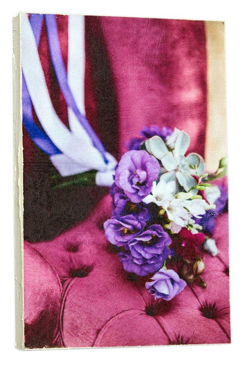 Картина Mister Poster Сиреневый свадебный букет на кресле 2, 14,5 х 22 см0450-15-22Картина Mister Poster - это высококачественная репродукция на деревянной раме. Лицевая поверхность имитирует штукатурку или натуральный холст, края окрашены вручную специальным декоративным составом. Современные технологии, уникальное оборудование и оригинальные чернила, используемые при изготовлении, делают постер устойчивым к выцветанию, а также гарантируют стойкость к воздействию негативных внешних факторов. Интерьер дома и офиса, в котором находится человек, в значительной степени влияет на его настроение и работоспособность. Правильное оформление интерьера создает благоприятный психологический климат, улучшает настроение и мотивирует. Добавьте «красок» в ваш интерьер и, возможно, в вашу жизнь.