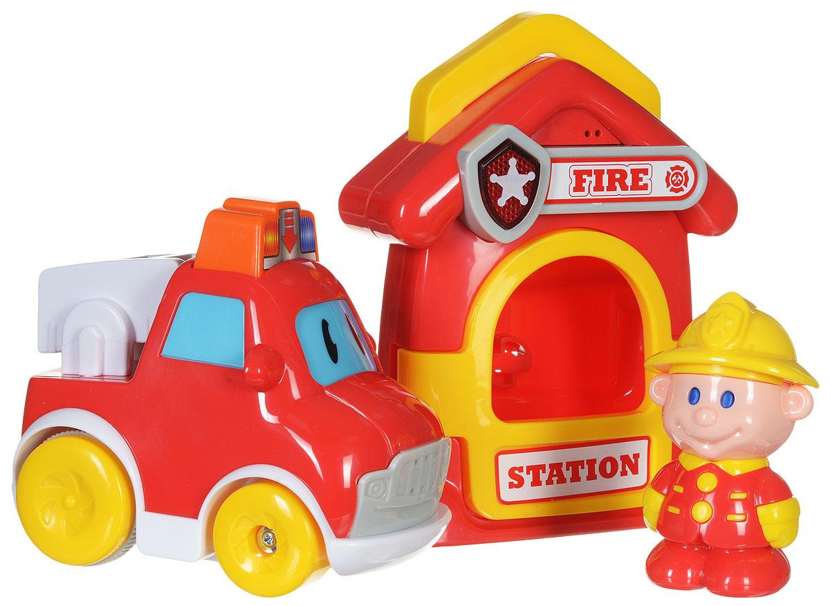 Navystar Игровой набор Пожарные69038-A-FИгровой набор Navystar Пожарные привлечет внимание вашего малыша и не оставит его равнодушным. В набор входит пожарная станция, машинка и фигурка человечка. Дверь станции открывается, внутрь можно поставить фигурку. При нажатии кнопки со звездой на вывеске станции звучит мелодия и мигает огонек. В крыше домика имеется выдвижная ручка-переноска. Пожарная машина имеет несколько кнопок, при нажатии на которые воспроизводятся звуки двигателя, клаксона, сирены, играют различные мелодии. Все это сопровождается световыми эффектами. Если нажать на большую кнопку-мигалку на крыше машинки, она быстро поедет вперед. Игровой набор Navystar Пожарные поможет малышу развить цветовое и звуковое восприятие, координацию движений и мышление. Для работы игрушек необходимы 6 батареек типа AG13 (LR44) напряжением 1,5V (по 3 на машинку и станцию) (товар комплектуется демонстрационными).