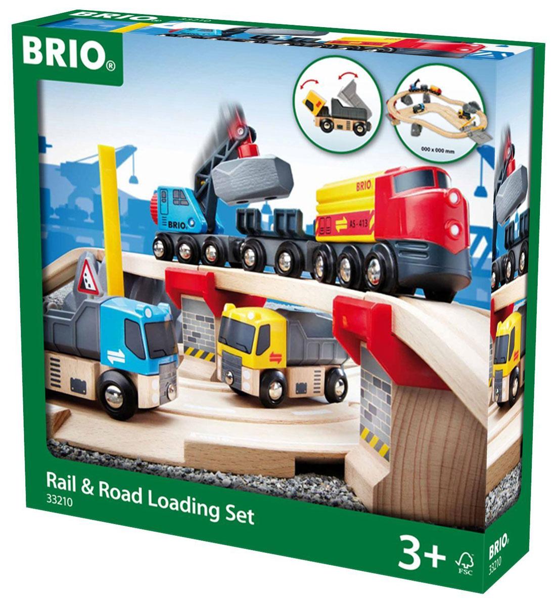 Brio Железная дорога с автодорогой и переездом33210Железная дорога с автодорогой и переездом Brio содержит в себе железнодорожное полотно, грузовой состав, состоящий из локомотива, вагона-крана и грузового вагона , 2 грузовых автомобиля, автомобильное дорожное полотно, особые стойки для подъема рельс на второй уровень и переезд. Благодаря магнитному захвату кран имеет возможность погружать груз из автомобилей в грузовой вагон и обратно. Автомобили могут съезжать по съездам автомобильного полотна, что дает возможность увеличить зону их перемещения. О возможном камнепаде предупредит автомобильный знак, входящий в набор. Грузовой локомотив перемещается вручную. Железные дороги позволяют ребенку не только получать удовольствие от игры, но и развивать пространственное воображение, мелкую моторику и координацию движений. Набор совместим со всеми железными дорогами и паровозиками Brio.
