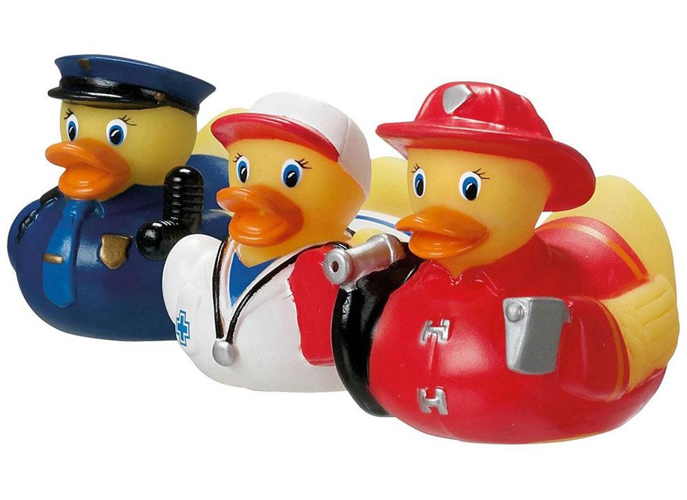 Munchkin Набор игрушек для ванной Уточки 3 шт11830 NEWНабор игрушек для ванны Munchkin Уточки непременно понравится вашему ребенку и превратит купание в веселую игру! Набор включает в себя три игрушки в виде уточек. Изделия выполнены из мягкого безопасного материала и приятны на ощупь. Набор игрушек способствует развитию воображения, цветового восприятия, тактильных ощущений и мелкой моторики рук. Кредо Munchkin, американской компании с 20-летней историей: избавить мир от надоевших и прозаических товаров, искать умные инновационные решения, которые превращают обыденные задачи в опыт, приносящий удовольствие. Понимая, что наибольшее значение в быту имеют именно мелочи, компания создает уникальные товары, которые помогают поддерживать порядок, организовывать пространство, облегчают уход за детьми - недаром компания имеет уже более 140 патентов и изобретений, используемых в создании ее неповторимой и оригинальной продукции. Munchkin делает жизнь родителей легче!