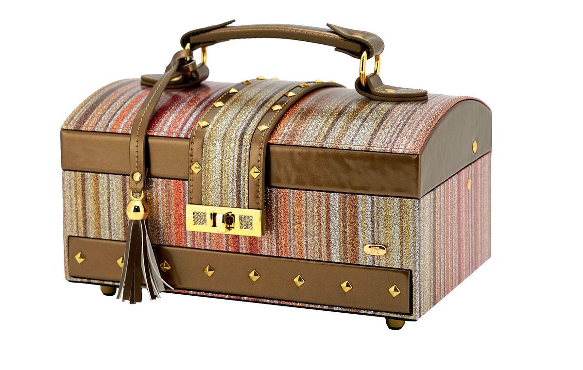 Шкатулка для украшений Jardin DEte, цвет: бронзовый, золотистый. P6094P6094Одним из необходимых аксессуаров на туалетном столике любой женщины являются шкатулки для украшений. Шкатулки JARDIN DETE — идеальны для хранения драгоценностей, а также других мелких вещей .Современные формы, дизайн, отделка, разнообразие цветовых решений не оставят равнодушной ни одну модницу. Коллекция шкатулок для ювелирных украшений включает в себя более двадцати моделей, представленных в различных цветовых решениях. Особенности: 2 отделения (5 секций, держатели для колец), выдвижной ящичек, зеркало.