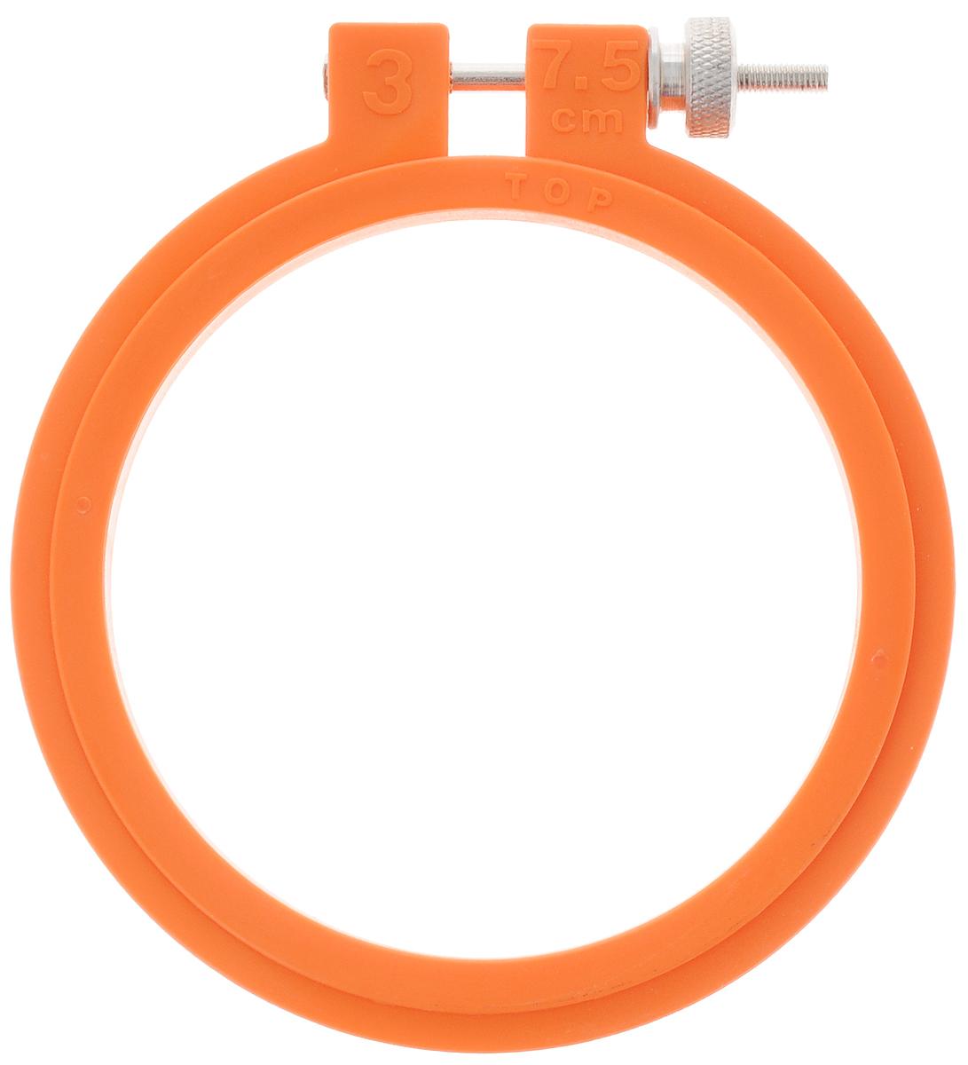 Пяльцы для вышивания Pony, цвет: оранжевый, диаметр 7,5 см87801_оранжевыйПяльцы для вышивания Pony, изготовленные из прочного пластика, просто незаменимы для вышивки. Их основное назначение - держать материал в натянутом состоянии. Круглые пяльцы обычно используют в том случае, если размер вышивки небольшой. С помощью винта можно регулировать натяжение ткани в зависимости от ее плотности. Работа, сделанная своими руками, создаст особый уют и атмосферу в доме и долгие годы будет радовать вас и ваших близких. А подарок, выполненный собственноручно, станет самым ценным для друзей и знакомых.