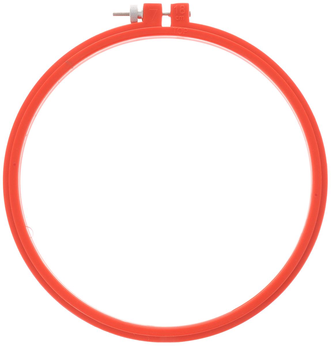 Пяльцы для вышивания Pony, цвет: красный, диаметр 18 см87805_красныйПяльцы для вышивания Pony, изготовленные из прочного пластика, просто незаменимы для вышивки. Их основное назначение - держать материал в натянутом состоянии. Круглые пяльцы обычно используют в том случае, если размер вышивки небольшой. С помощью винта можно регулировать натяжение ткани в зависимости от ее плотности. Работа, сделанная своими руками, создаст особый уют и атмосферу в доме и долгие годы будет радовать вас и ваших близких. А подарок, выполненный собственноручно, станет самым ценным для друзей и знакомых.