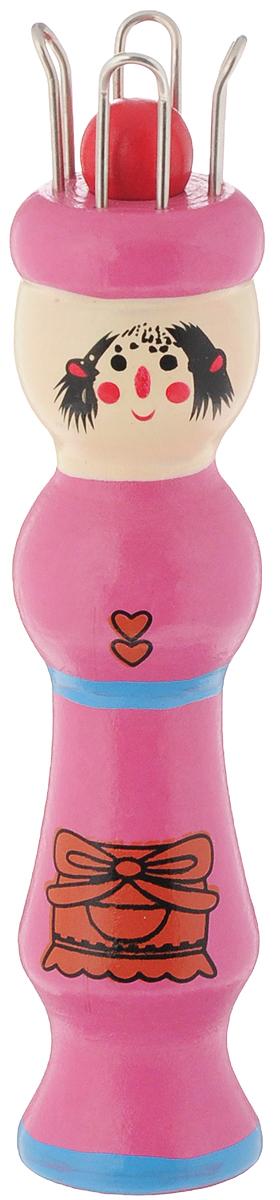 Куколка для вязания шнура Klass & Gessmann, цвет: розовый680_розовыйКуколка для вязания шнура Klass & Gessmann предназначена для создания декоративных шнуров из пряжи, сутажа, ниток или проволоки с бисером, бусинами. Изделие выполнено из дерева и металла. В комплекте предусмотрена специальная игла. Нитку необходимо переплетать в определенном порядке, затем вытягивать шнур с обратной стороны куколки и продолжать, пока шнурок не достигнет нужной длины. Длина куколки: 12 см. Длина иглы: 11 см.