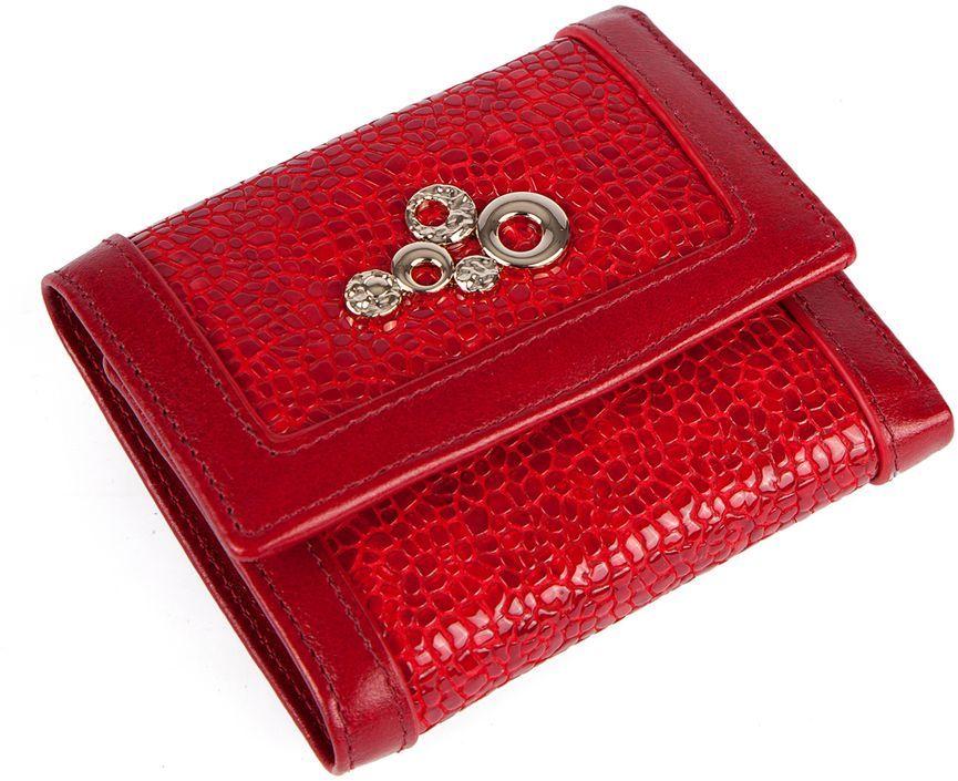 Кошелек Labbra L043-89002 redL043-89002Женский кошелёк торговой марки LABBRA из натуральной кожи. Модель закрывается на кнопку. В кошельке есть три складывающихся отделения для крупных купюр, одно их которых на молнии, 3 отделения для кредитных и дисконтных карт. Отделение для мелочи - внутри, закрывается на кнопку, имеет одно отделение.