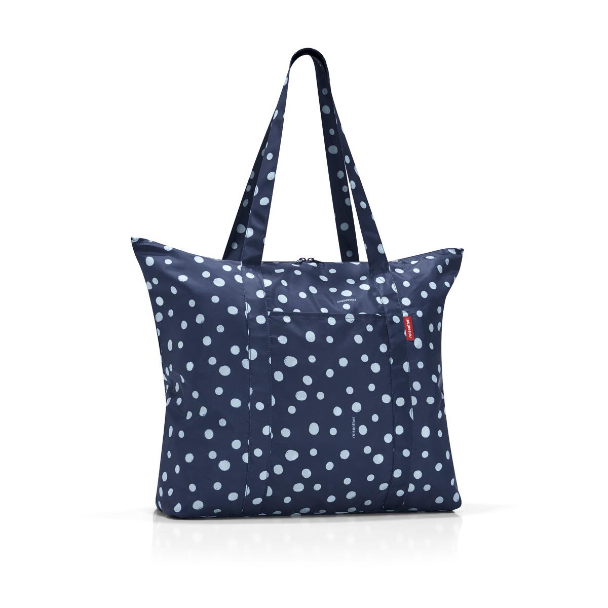 Сумка складная женская Reisenthel Mini maxi travelshopper spots navy, цвет: синий. AE4044AE4044Идеальный компаньон для путешествий, ведь из поездки мы всегда возвращаемся со множеством сувениров и покупок. Так что еще одна сумка пригодится. Она легко складывается в маленький чехол, которые можно взять с собой в сумке или рюкзаке. Так же можно использовать для похода за продуктами. Внутренний объем сумки - 25 литров. Есть просторный внешний карман для мелочей.