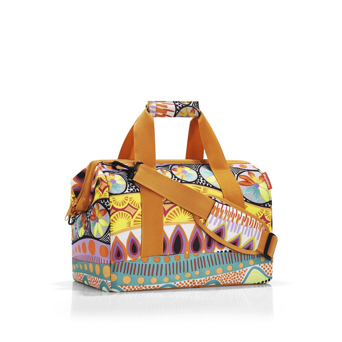 Сумка женская Reisenthel Allrounder M lollipop, цвет: оранжевый. MS2020MS2020Сумка хоть куда - и в путешествие, и в спортзал. Вместит все, от носков до пиджака. Приятные объемные стенки и дно создают силуэт, напоминающий старинные врачебные сумки. Застегивается на молнию, плюс внутрь встроены металлические скобы, фиксирующие ее в открытом состоянии. Внутри 6 кармашков для организации вещей. Две удобные ручки и ремень регулируемой длины позволяют носить сумку так, как вам удобно. Объем - 18 литров.