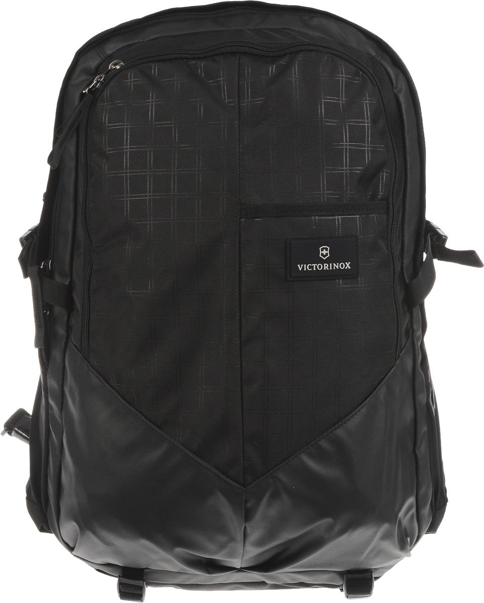Рюкзак Victorinox Altmont 3.0. Deluxe Backpack, цвет: черный, 30 л + ПОДАРОК: нож-брелок Escort32388001Городской рюкзак Victorinox Altmont 3.0 Deluxe функционален и практичен. Он выполнен из высококачественного нейлона. Рюкзак имеет 2 вместительных отделения, закрывающихся на застежки-молнии, которые отлично подойдут для персональных вещей и документов. Характеристики и свойства: Мягкое отделение для ноутбука диагональю 17 (43 см). Мягкие карманы для электронных устройств диагональю 10 (25 см) для безопасного хранения iPad, Kindle, планшета или электронной книги. Внутренняя организационная секция включает в себя сетчатый карман на молнии по всей длине, двойные карманы для хранения, кармашки для ручек и карабин для ключей. Внешняя организационная секция включает в себя скрытый карман, лицевой прорезной карман, многофункциональные растяжные боковые карманы, идеально подходящие для бутылки с водой или зонтика. Регулируемый нагрудный ремень и поясные ремни равномерно распределяют вес. Поясные ремни удобно прячутся за задней стенкой, когда...