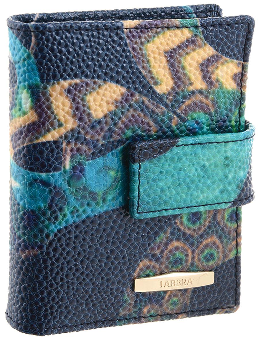 Визитница женская Labbra, цвет: темно-синий, бирюзовый, бежевый. L047-0005L047-0005Визитница Labbra выполнена из натуральной кожи с тиснением под рептилию. Изделие оформлено оригинальным принтом и металлической пластинкой с названием бренда. Внутри расположено четыре вертикальных кармана для визитных и дисконтных карт, четыре горизонтальных кармана, один из которых с прозрачным окошком. Также внутри находится блок с 20 файлами для карт. Изделие упаковано в фирменную коробку.