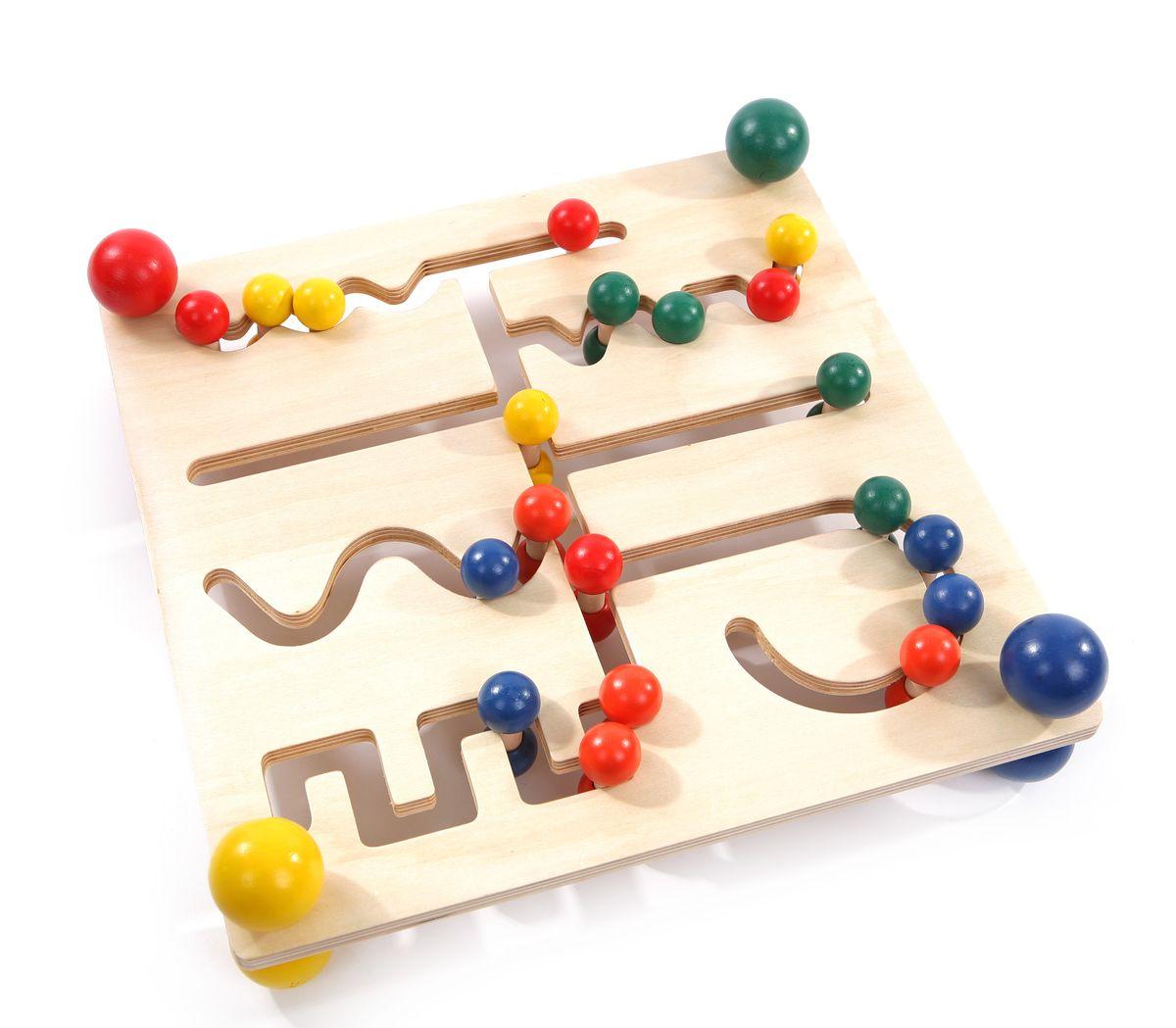 Мир деревянных игрушек Лабиринт ШарикиД201Лабиринт Мир деревянных игрушек выполнен в виде деревянной основы, по которым свободно двигаются разноцветные двусторонние шарики. В комплект также входят 15 карточек с заданиями. Ребенку необходимо по заданию сдвинуть по лабиринту шарики определенных цветов. Игрушка способствует развитию логики, моторики, цветовосприятия и творческих способностей ребенка.