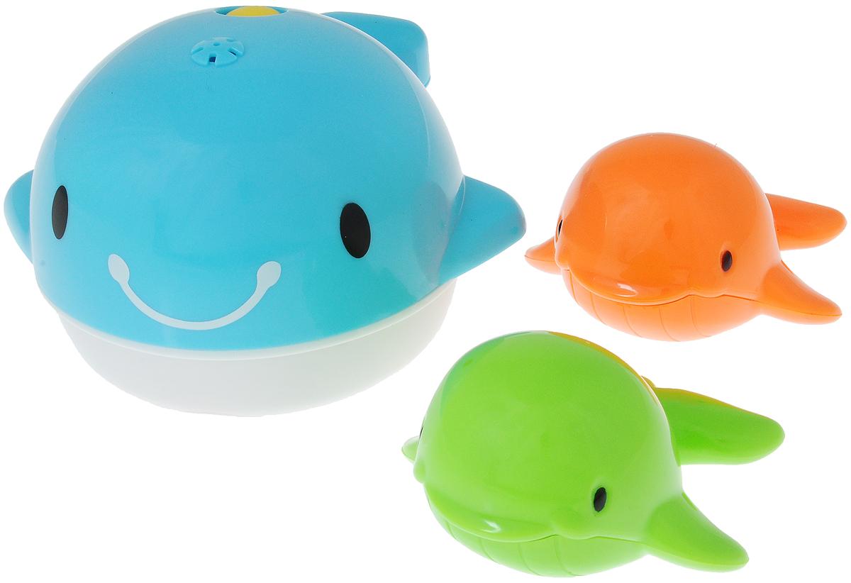 Playgo Набор игрушек для ванной Киты 3 штPlay 2427С набором игрушек для ванной Playgo Киты принимать водные процедуры станет еще веселее и приятнее. В набор входят три разноцветных кита. Игрушки имеют яркие цвета. Кит голубого цвета имеет дырочки на спине и брызгает водой. Набор доставит ребенку большое удовольствие и поможет преодолеть страх перед купанием. Игрушки для ванной способствуют развитию воображения, цветового восприятия, тактильных ощущений и мелкой моторики рук. Необходимо купить 2 батарейки напряжением 1,5V типа АА (не входят в комплект).