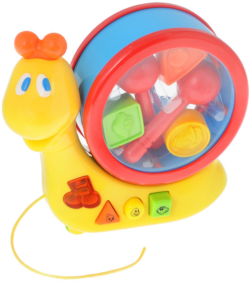 Navystar Музыкальный сортер Улитка68092-EМузыкальный сортер Navystar Улитка привлечет внимание вашего малыша и не оставит его равнодушным. Сортер выполнен в виде улитки со свободно вращающимися колесами, его можно использовать и как игрушку-каталку. На корпусе улитки находятся три кнопки с изображениями животных, нажав на которые, вы услышите звуки, которые издают эти животные. Также на улитке располагается кнопка, нажав на которую, вы услышите приятную мелодию, сопровождающуюся световыми эффектами. На раковине улитки круглой формы с одной стороны расположены три отверстия круглой, треугольной и квадратной формы, в которые малыш должен опустить соответствующие формочки, другую сторону раковины ребенок может использовать как барабан. В комплект входят три формочки с рельефными изображениями птички, лягушки и уточки, две барабанные палочки. Музыкальный сортер Navystar Улитка поможет малышу развить цветовое и звуковое восприятия, мелкую моторику. Для работы игрушки необходимы 2 батарейки типа АА напряжением...