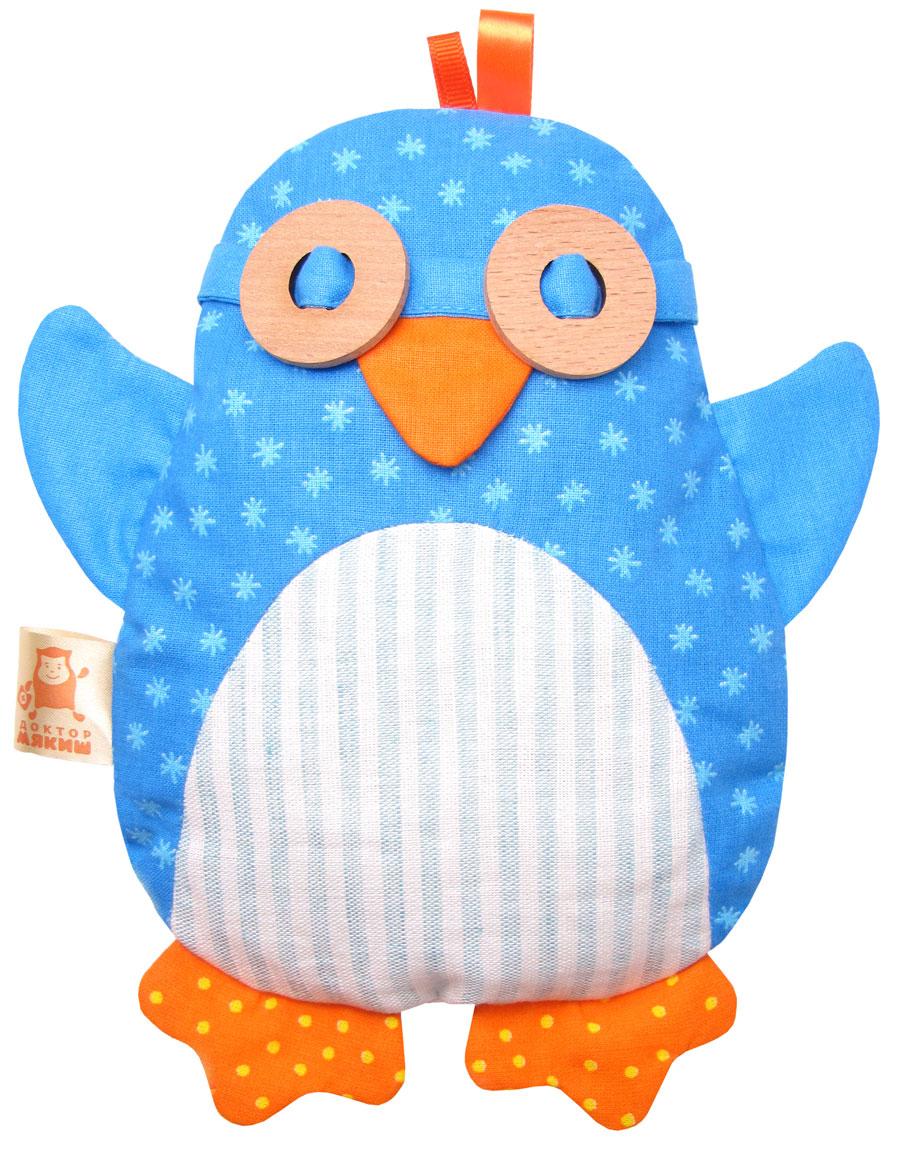 Мякиши Игрушка-грелка Пингвин338Термо-игрушка Доктор Мякиш Пингвин - это уникальное предложение от ТМ Мякиши. Эта экологичная игрушка сшита с использованием натуральных льняных и х/б тканей, а также деревянных элементов. Внутри мешочек с настоящими вишнёвыми косточками, который можно вынимать, нагревать в микроволновой печи и остужать в холодильнике. Благодаря чудесным свойствам вишнёвых косточек игрушку можно использовать в трёх температурных режимах: тёплом, холодном и нейтральном. Яркий образ игрушки, разнофактурные ткани, тепло натурального дерева, приятный звон вишнёвых косточек способствуют эмоциональному и сенсорному развитию малыша. Вынув мешочек с косточками, Пингвина можно использовать в качестве забавной игрушки на руку, придумывать и инсценировать разные интересные истории про него и его друзей. Такая импровизация непременно будет иметь успех у вашего малыша.