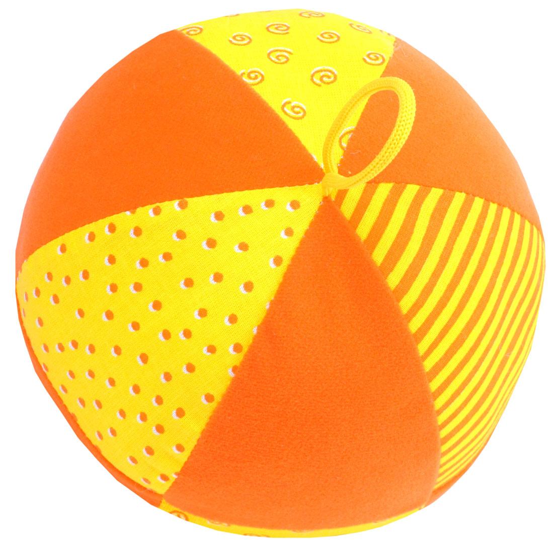 Мякиши Развивающая игрушка Веселый мячик342Яркий мягкий Весёлый мячик с погремушкой и петелькой для захвата в ассортименте. Изготовлен из разнофактурных тканей. Отлично подходит для развития мелкой и крупной моторики малыша. Удобный размер для обеих рук ребенка. Внутри погремушка с приятным звуком зёрнышек, и мягкий наполнитель. Хлопковые и трикотажные ткани — разные на ощупь и цвет: однотонные и разноцветные, с мелким рисунком и в полоску