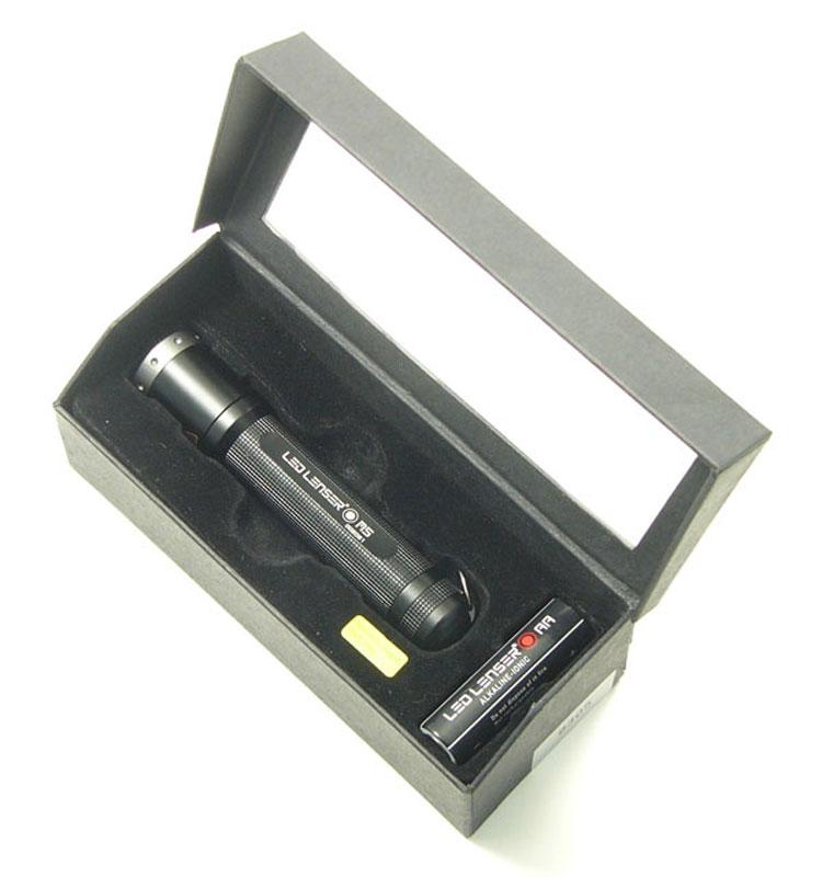 Фонарь LED Lenser M5, цвет: черный. 83058305Фонарь повышенной яркости. Световой поток- 88 лм. Два режима свечения + стробоскоп. Время свечения в экономичном режиме - 7 часов. Длина - 104 мм. Вес - 74 г. Питание - 1 х АА (в комплекте). Количество светодиодов - 1. Эффективная дальность свечения – до 116 м. Система AFS. Картонная упаковка.