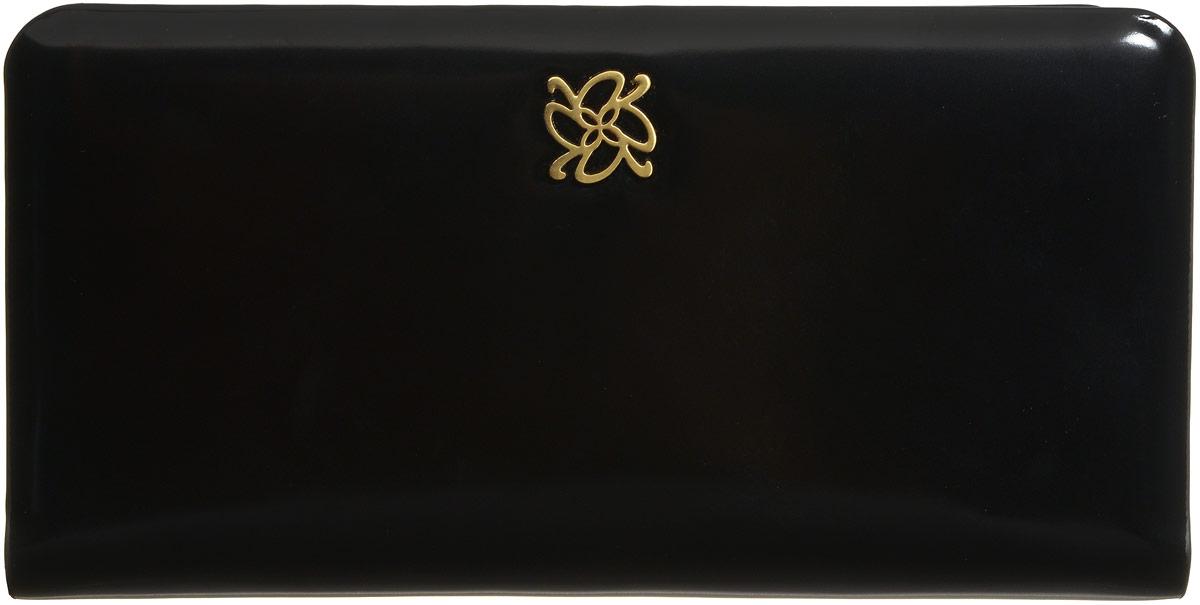 Кошелек женский Vitacci, цвет: черный. HS060HS060Стильный женский кошелек от Vitacci понравится вам с первого взгляда. Он изготовлен из натуральной гладкой кожи и оформлен металлической пластинкой с логотипом бренда. Изделие состоит из двух главных отделений, которые закрываются на удобную молнию. Внутри расположены два вместительных отделений для купюр, одно отделение для мелочи на молнии и четыре боковых открытых кармана. Также внутри находятся девять карманов для визиток и карт, один из которых с пластиковым окошком. Изделие упаковано в фирменную коробку. Такой элегантный кошелек подчеркнет ваш безупречный вкус и станет незаменимым аксессуаром благодаря своей практичности.