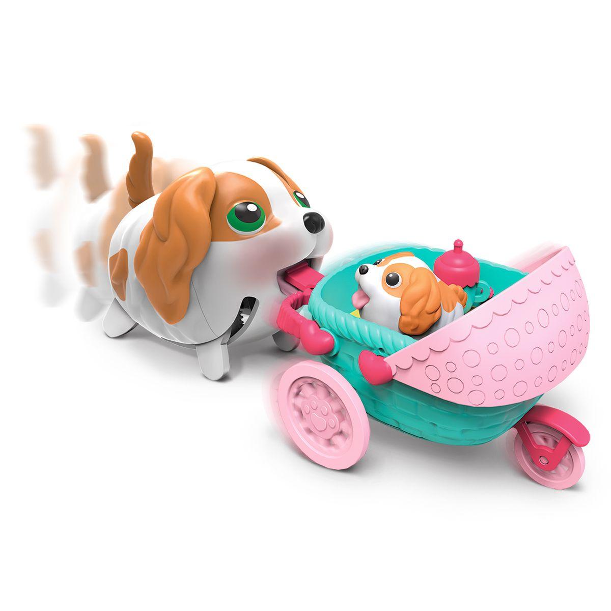 Chubby Puppies Транспорт Коляска Лоток мороженого56713Веселый щенок со своим транспортом. В ассортименте коляска и лоток мороженого. Собака ходит и везет перед собой свой транспорт. Несколько аксессуаров в каждом наборе.