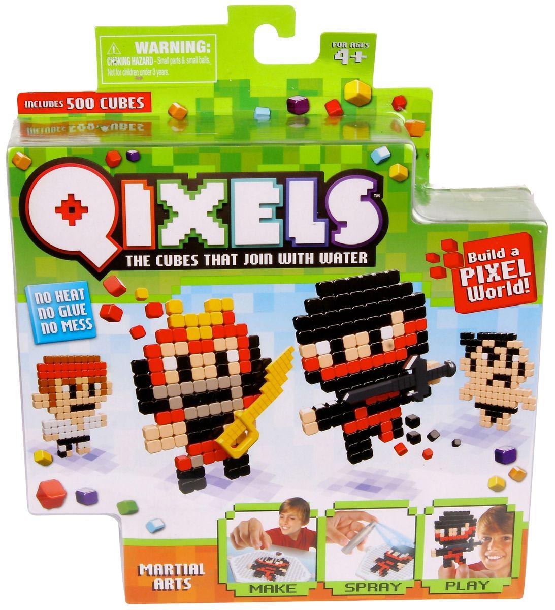Qixels Набор для творчества Боевые искусстваQ87005Необычный набор для детского творчества Qixels Боевые искусства - это набор разноцветных кубиков и лекал, с помощью которых можно создавать забавные двухмерные игрушки собственными руками. Соберите фигурку из ярких деталей по одному из 4-х лекал, входящих в комплект набора, после чего обрызгайте её водой из распылителя и подождите 30 минут. После высыхания, с полученной фигуркой можно играть как с самой обычной игрушкой! С помощью лекал, входящих в набор, Вы сможете создать 4 разные фигурки человечков, одетых в костюмы, характерные для различных боевых искусств. Также Вы можете проявить воображение и нарисовать собственные лекала или же фантазировать на совершенно свободные темы! В комплект набора входит: 500 x кубиков 1 x дизайн лоток 4 x цветных дизайн лекала 1 x опора 1 x база 2 x аксессуара 1 x бирка с нитью 1 x распылитель для воды 1 x инструкция