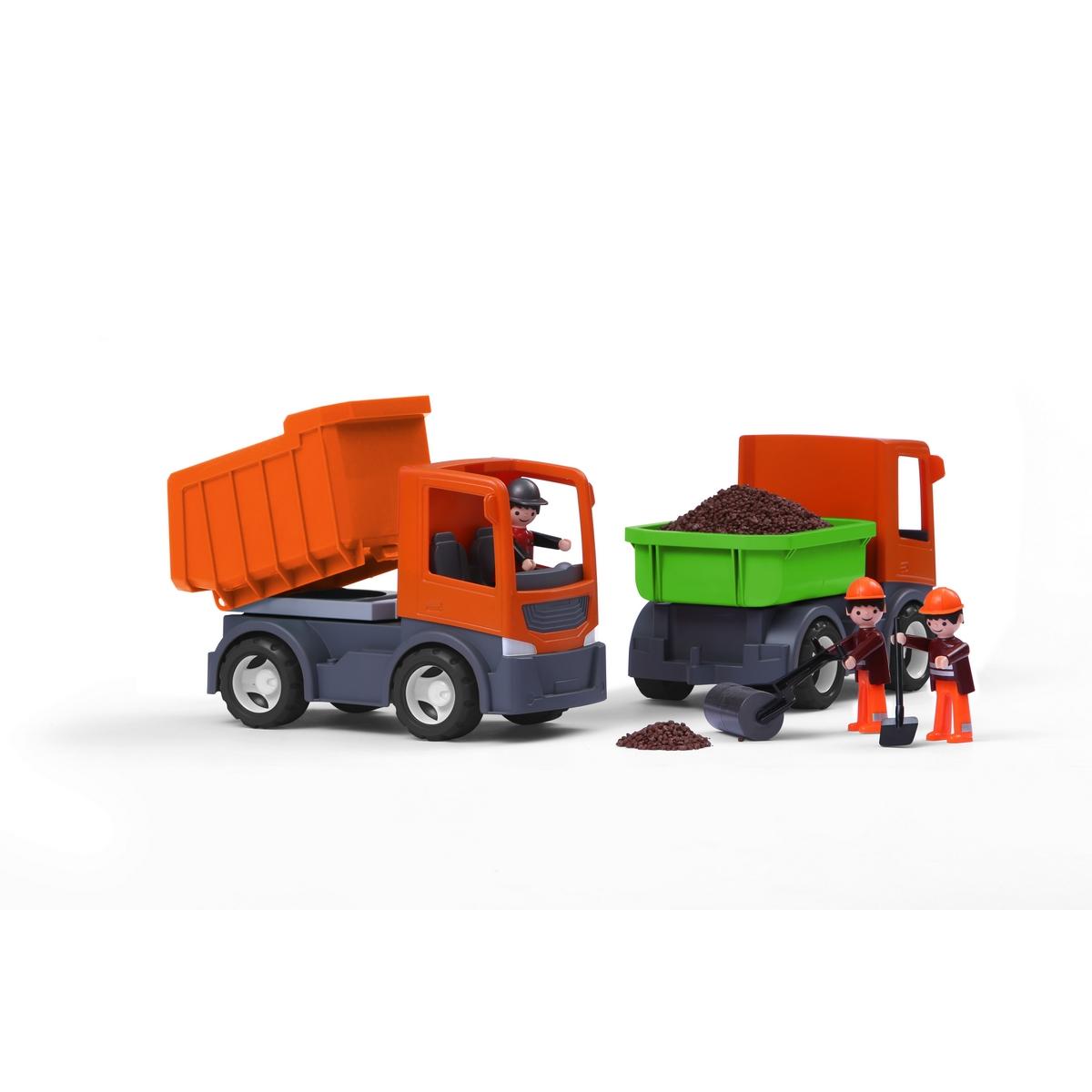 MultiGo Самосвал со сменными кузовами27051Самосвал MultiGo внесет разнообразие в игры с машинками, позволяя придумывать новые сюжеты. Колеса машинки свободно вращаются. Оранжевый грузовик с боковой разгрузкой, кузовом и проблесковым маячком - идеальный набор для маленького водителя. Все просто: заезжайте на строительную площадку, выгружайте груз, поменяйте кузов и загружайте новый груз. Кабина имеет два посадочных места для двух фигурок. Специальная система MultiGo позволяет детям легко менять и добавлять различные игровые аксессуары. Одна игрушка легко преобразуется в другую. Сделайте вашему ребенку такой замечательный подарок!