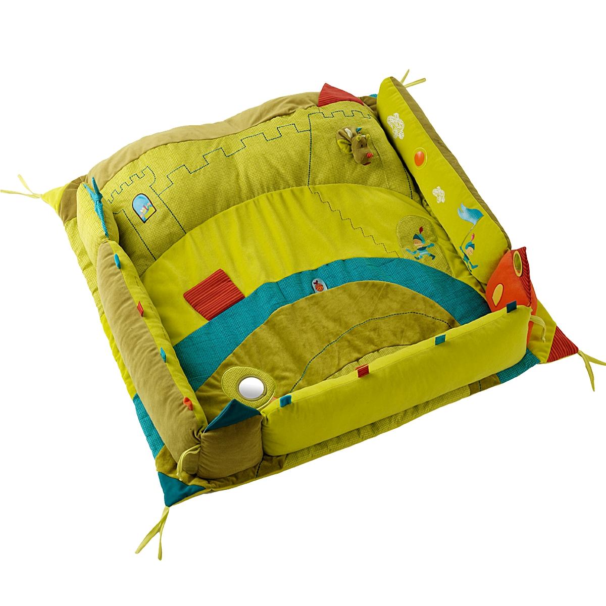 Lilliputiens Развивающий коврик Дракон Уолтер86288Этот коврик превращает манеж малыша в веселое и красочное место для игр и отдыха. Мягкая подушка в виде замка поддерживает головку малыша.
