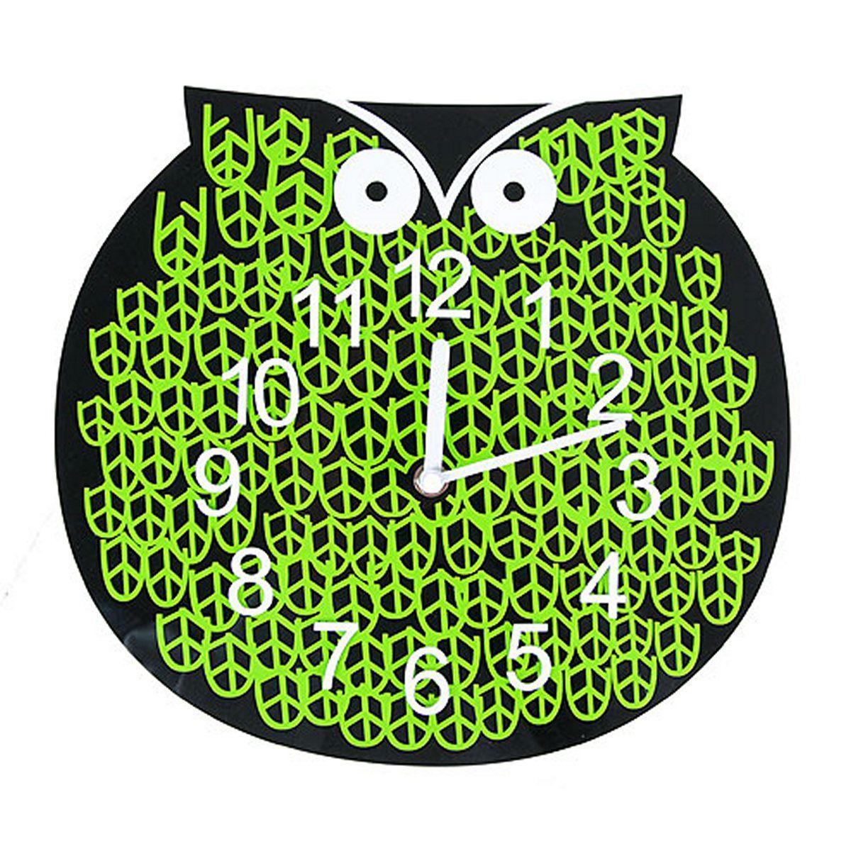 Часы настенные Русские Подарки, диаметр 30 см. 122417122417Настенные кварцевые часы Русские Подарки изготовлены из полиамида. Корпус оформлен изображением совы. Часы имеют две стрелки - часовую и минутную. С обратной стороны имеется петелька для подвешивания на стену. Такие часы красиво и оригинально оформят интерьер дома или офиса. Также часы могут стать уникальным, полезным подарком для родственников, коллег, знакомых и близких. Часы работают от батареек типа АА (в комплект не входят).