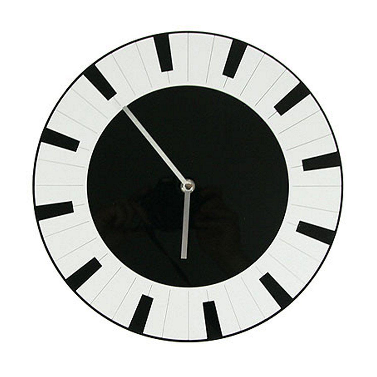 Часы настенные Русские Подарки, диаметр 30 см. 122419122419Настенные кварцевые часы Русские Подарки изготовлены из полиамида. Часы имеют две стрелки - часовую и минутную. С обратной стороны имеется петелька для подвешивания на стену. Изящные часы красиво и оригинально оформят интерьер дома или офиса. Также часы могут стать уникальным, полезным подарком для родственников, коллег, знакомых и близких. Часы работают от батареек типа АА (в комплект не входят).