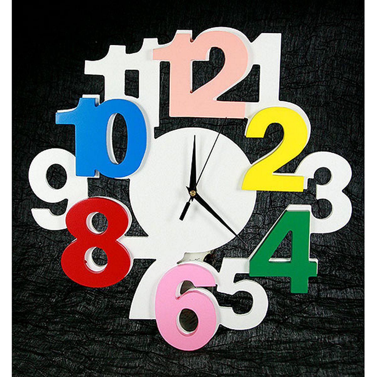Часы настенные Русские Подарки, диаметр 40 см. 138604138604Настенные кварцевые часы Русские Подарки изготовлены из МДФ. Часы имеют три стрелки - часовую, минутную и секундную. С обратной стороны имеется петелька для подвешивания на стену. Изящные часы красиво и оригинально оформят интерьер дома или офиса. Также часы могут стать уникальным, полезным подарком для родственников, коллег, знакомых и близких. Часы работают от батареек типа АА (в комплект не входят).