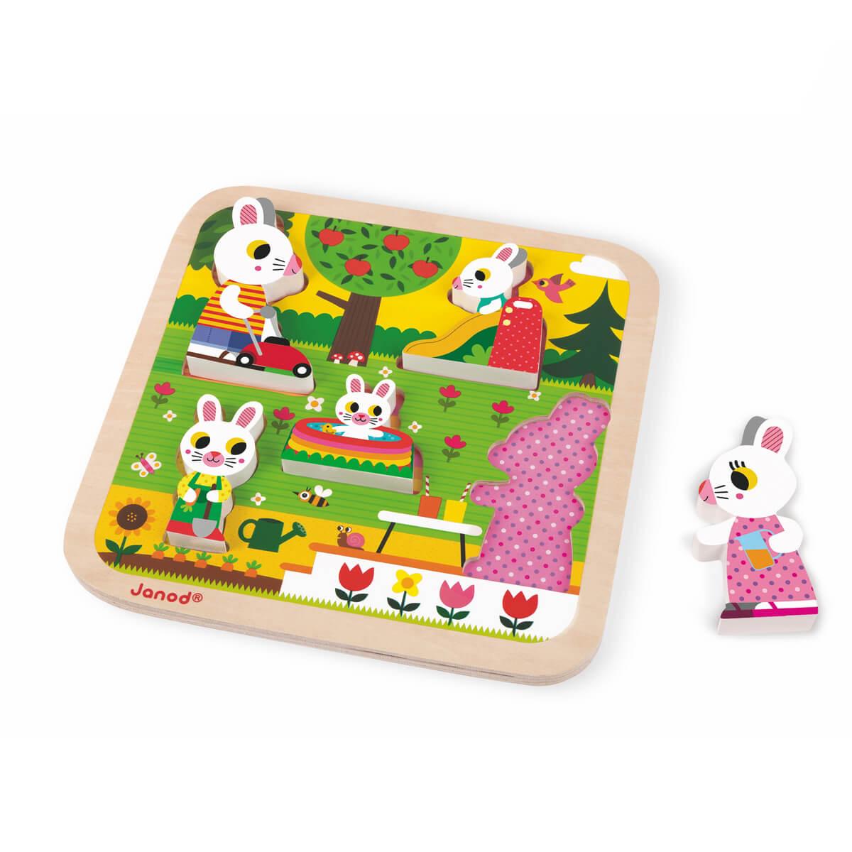 Janod Пазл для малышей Семья зайчатJ07084Все элементы пазла для малышей Janod Семья зайчат выполнены из дерева. В комплект входят пять объемных фигурок-зайчат. На деревянном основании пазла изображен сад. Задача ребенка поставить каждый вкладыш-зайчик на свое место. Благодаря тому, что фигурки объемные, их можно ставить, а значит, использовать в других играх. А тематика пазла в забавной форме помогает развить представление малыша о разных видах садовой работы. Вы можете вместе с ребенком придумать занимательные истории с этими животными, а также использовать их в своих рисунках. Для этого приложите вкладыш к листу бумаги и обведите, а потом раскрасьте. Порадуйте своего ребенка забавными фигурками милых зайчат!