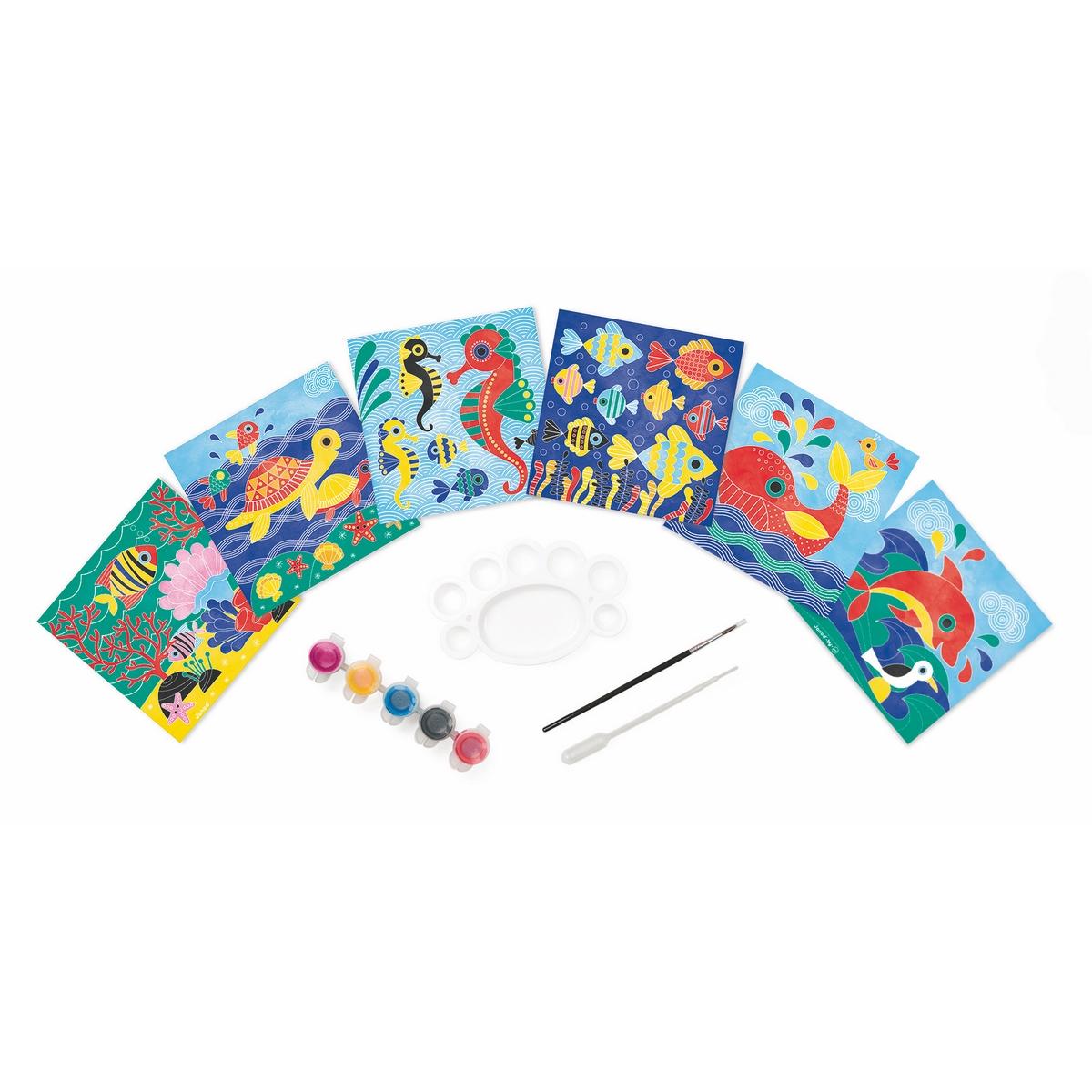 Janod Набор для творчества Рисуем водой Подводное царствоJ077636 карточек с рисунком, пластмассовая палитра для смешения красок пипетка, кисточка, 5 баночек с красками на водной основе (цвета: зеленый, желтый, синий, черный, красный). 1 удобный чемоданчик для хранения.