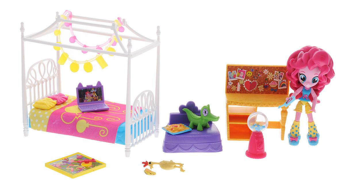 My Little Pony Игровой набор с мини-куклой Пижамная вечеринка Пинки Пай B8844B8824EU4_B8844Игровой набор с мини-куклой My Little Pony Пижамная вечеринка Пинки Пай создан по мотивам мультфильма Дружба - это чудо, столь полюбившегося миллионам девочек во всем мире. В комплект входят миниатюрная куколка Пинки Пай, а также 16 различных аксессуаров - кроватка, столик, кресло, ноутбук и другие. С уникальным набором девочка сможет затеять веселую сюжетно-ролевую игру - воспроизвести любимые сценки из мультфильма или придумать собственные истории. Руки и ноги куклы подвижны, она может принимать различные позы - можно уложить ее спать в кроватку или посадить за столик с ноутбуком - все зависит только от фантазии вашего ребенка! Все предметы набора выполнены из высококачественных и безопасных материалов.